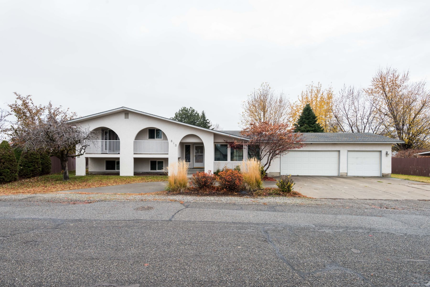 Single Family Home for Sale at Wonderful Cul-de-sac location 812 Road 35 Pasco, Washington 99301 United States