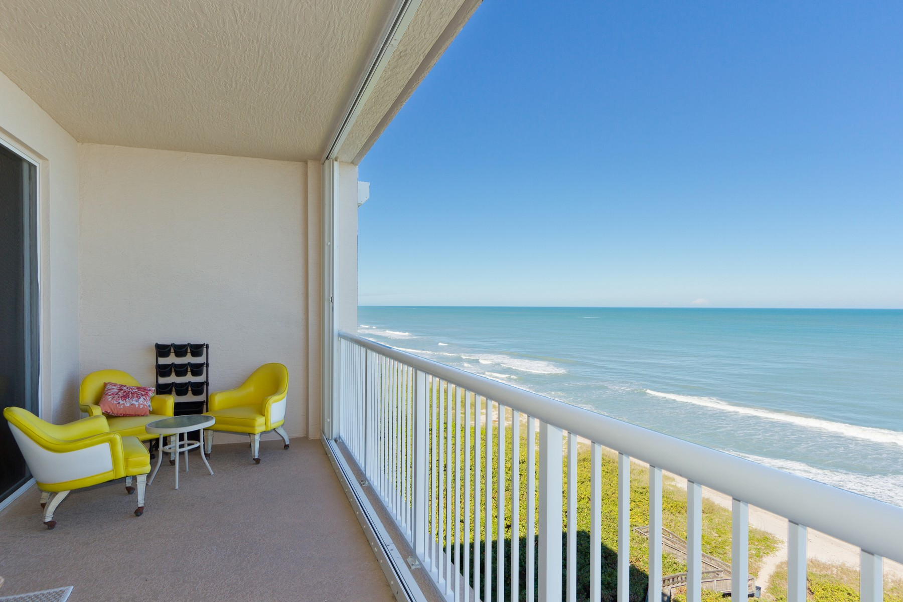 Roomy Beachfront Condo in Oceanique 4160 N Highway A1A Unit #902A Hutchinson Island, Florida 34949 Estados Unidos