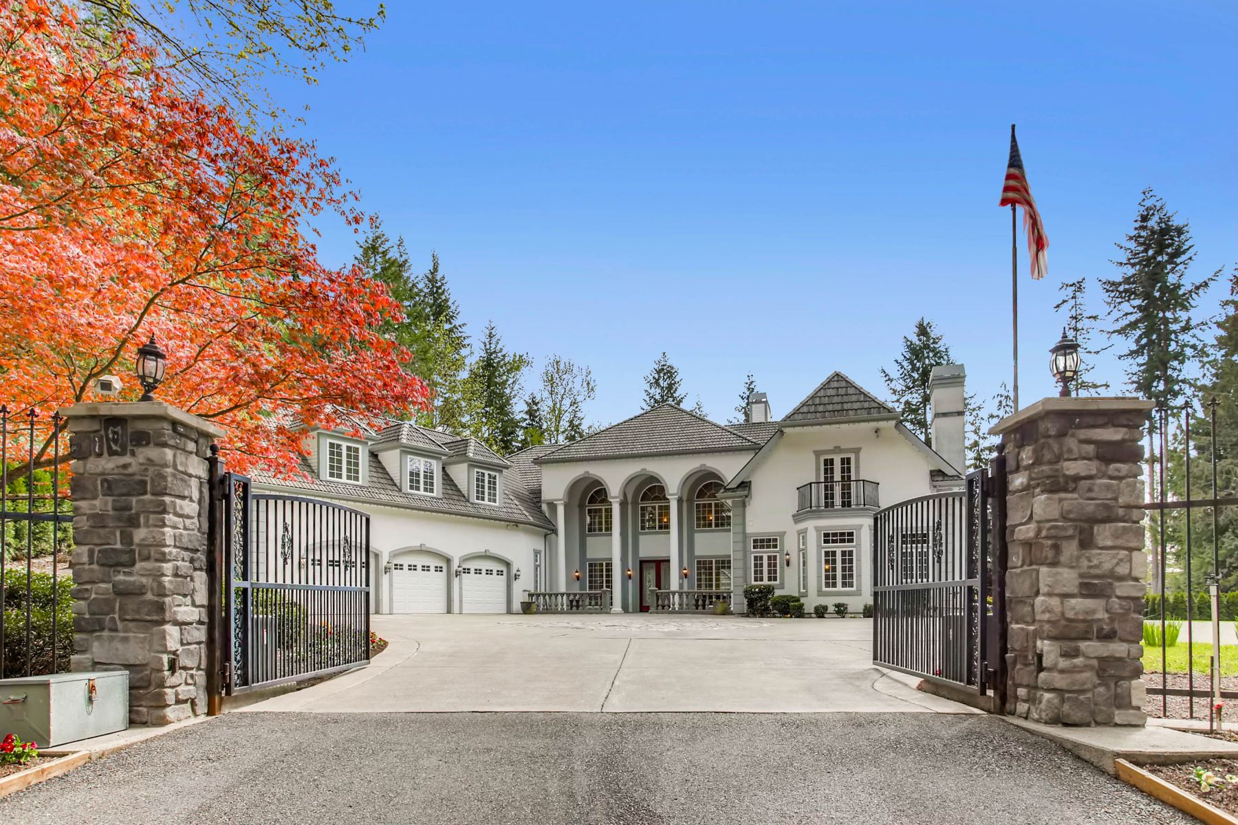 Single Family Home for Sale at Gorgeous Issaquah Estate 22135 SE 134th St Issaquah, Washington 98027 United States