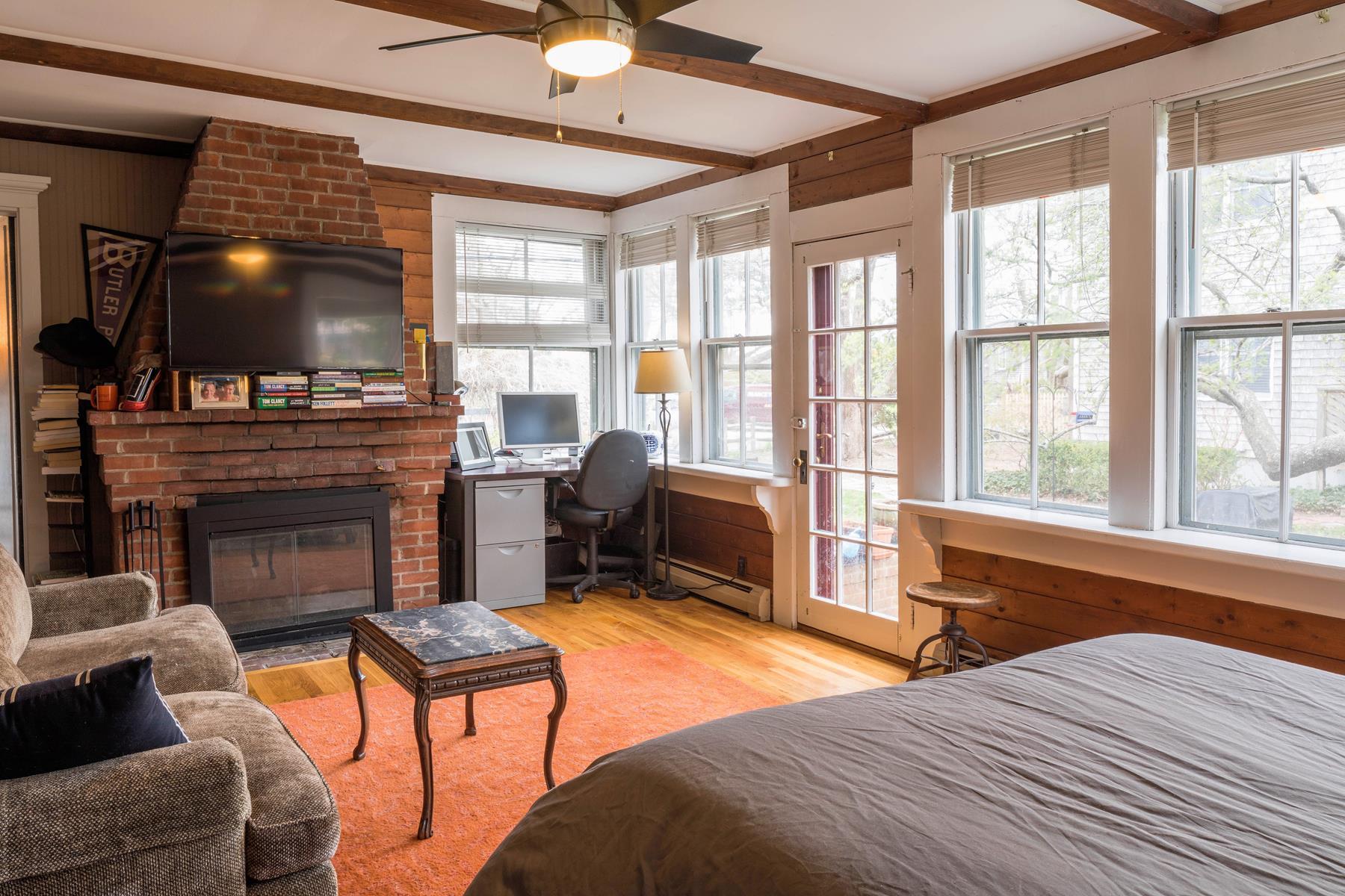 Additional photo for property listing at Snug Cottage 178 Bradford Street Provincetown, Massachusetts 02657 Estados Unidos
