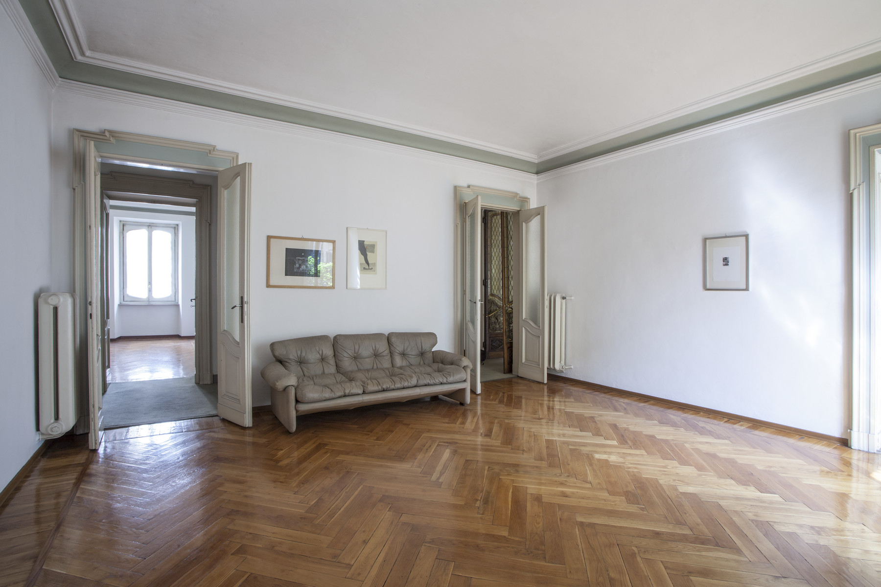 Additional photo for property listing at Exquisite apartment Art Nouveau style Via Duchessa Jolanda Torino, Turin 10138 Italy