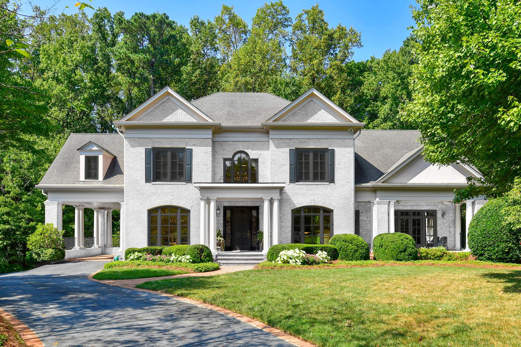 Single Family Homes pour l Vente à Stunning Brick Traditional on a Favorite Historic Brookhaven Cul-de-sac 4338 Town Commons Circle NE, Atlanta, Georgia 30319 États-Unis