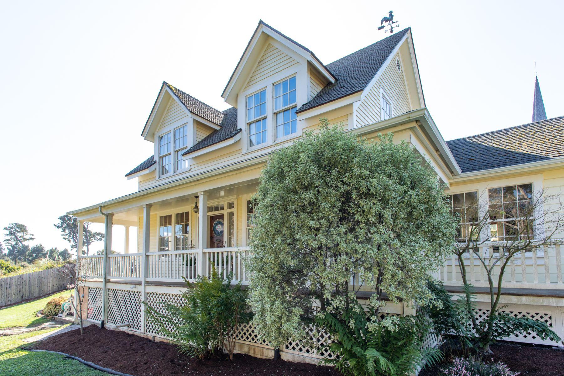 Single Family Homes para Venda às Mendocino Village Victorian 44801 Main Street, Mendocino, Califórnia 95460 Estados Unidos