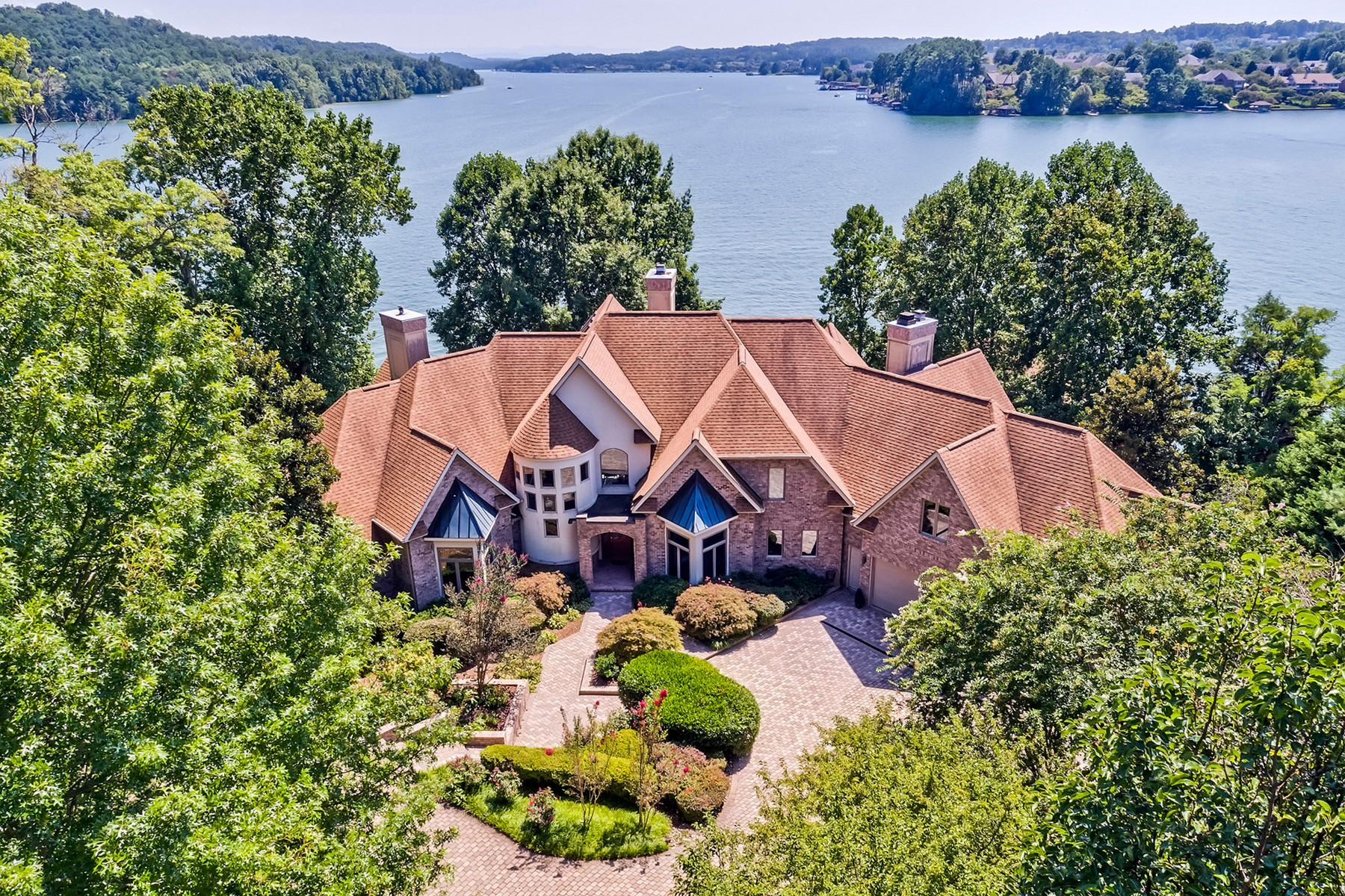 Casa Unifamiliar por un Venta en Lakefront Home With Majestic Views 234 Tecumseh Way Loudon, Tennessee 37774 Estados Unidos