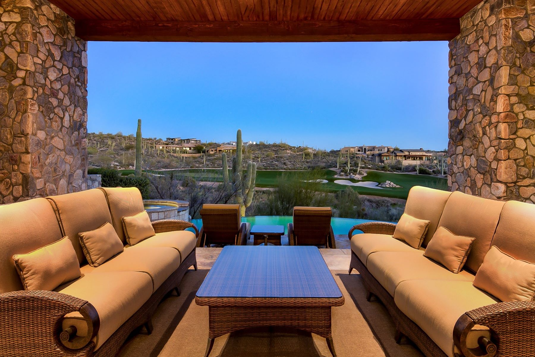 独户住宅 为 销售 在 Incredible Home with Breathtaking Views 41445 N 95TH ST, 斯科茨代尔, 亚利桑那州, 85262 美国