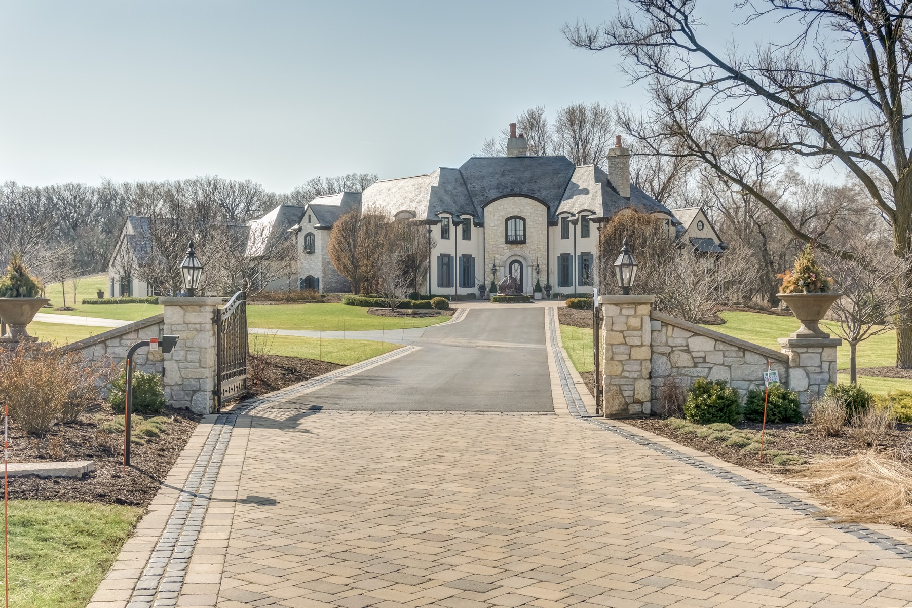 Single Family Home for Sale at Magnificent Estate 11 Peraino Circle Barrington Hills, 60010 United States