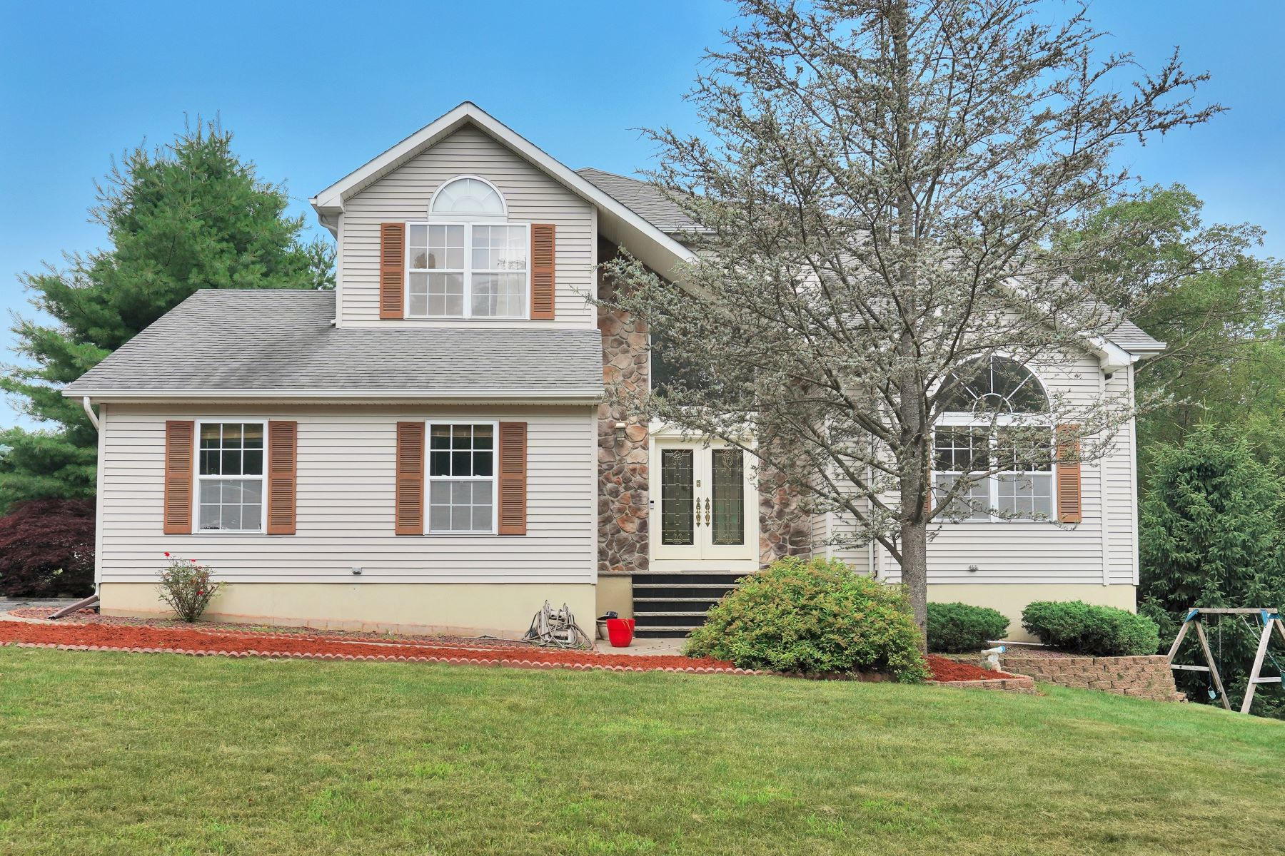 Single Family Homes for Sale at Wonderful Colonial 2 Andrea Court Mount Olive, New Jersey 07828 United States