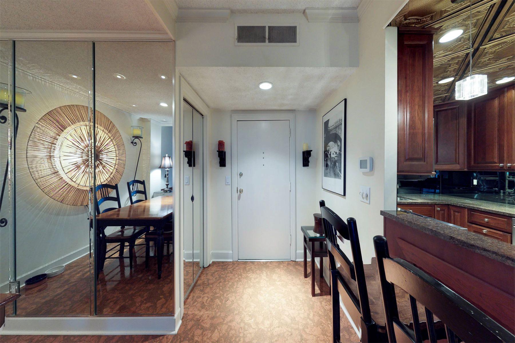 共管式独立产权公寓 为 销售 在 Luxury Nashville Condo Across from Percy Warner Park 132 Harpeth Trace SMT W #132, 那什维尔, 田纳西州, 37221 South, 美国