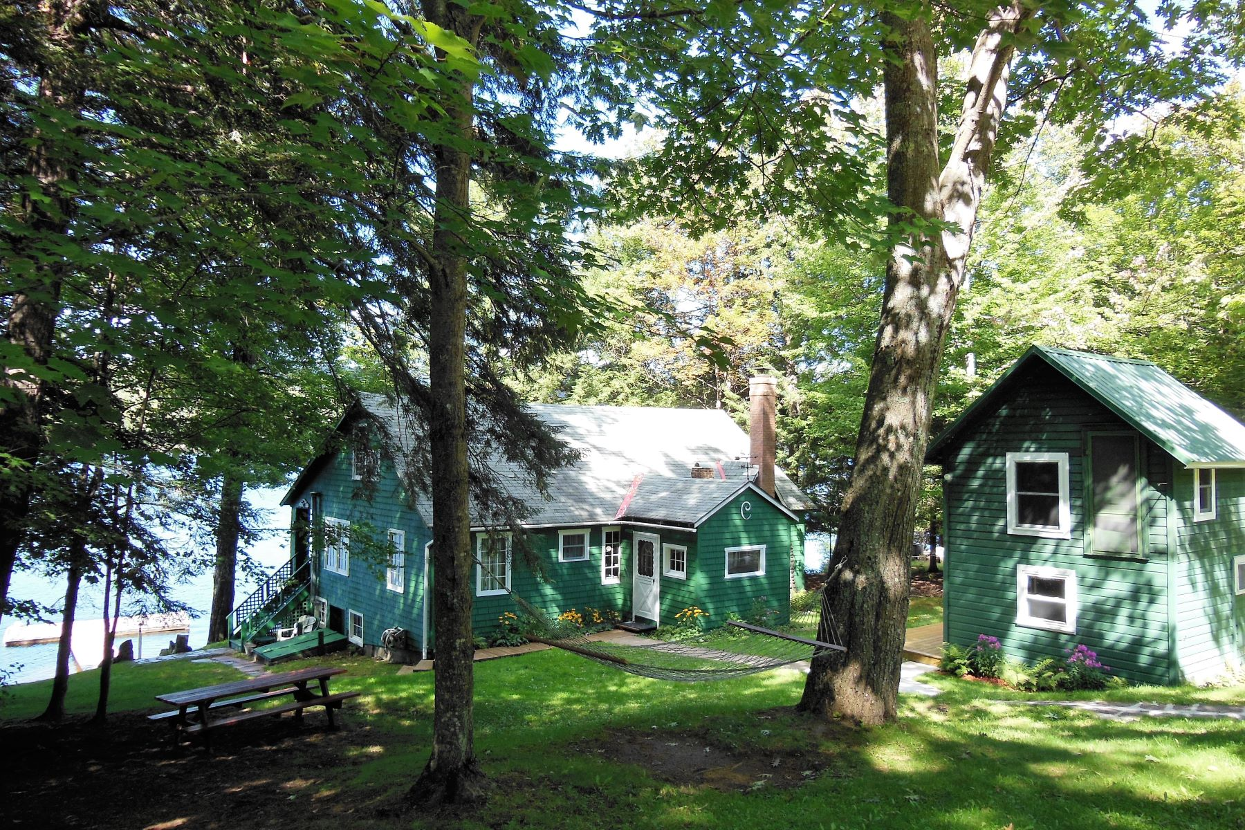 Additional photo for property listing at Idyllic family complex on the sandy shores of Fourth Lake. 413 Petrie Rd. Old Forge, Nueva York 13420 Estados Unidos