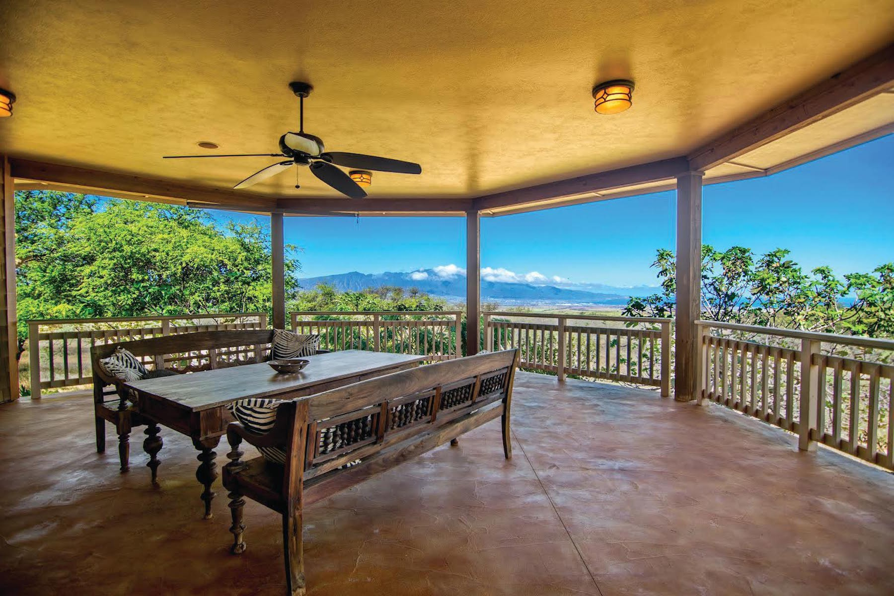 Casa Unifamiliar por un Venta en Maui Upcountry Classic Plantation Home On 6 Acres 101 Ikena Kai Place Kula, Hawaii, 96790 Estados Unidos