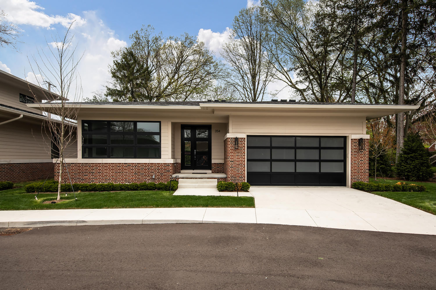 Condominiums for Sale at Grosse Pointe Farms 354 Moselle Place Unit 2 Grosse Pointe Farms, Michigan 48236 United States
