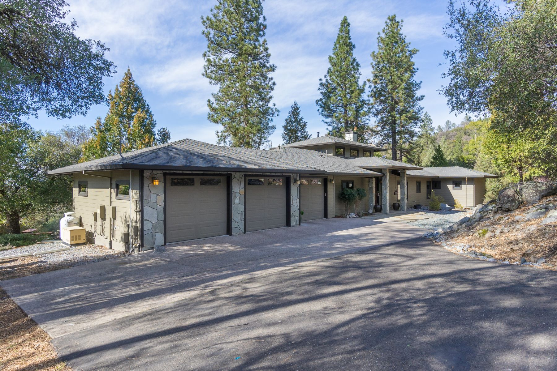 Additional photo for property listing at Frank Lloyd Wright Prairie Design on 12 Serene Acres 6570 Bertone Drive Mount Aukum, California 95656 United States