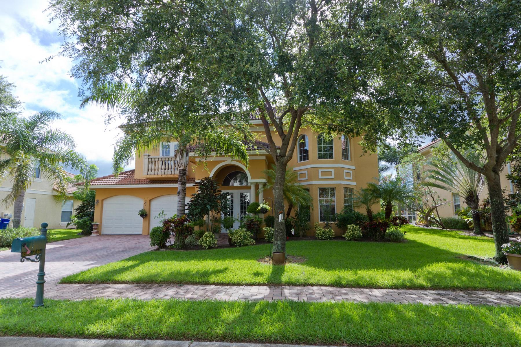 Maison unifamiliale pour l Vente à Mediterranean Lakefront Home with First Floor Master Suite 6176 56th Avenue Vero Beach, Florida, 32967 États-Unis