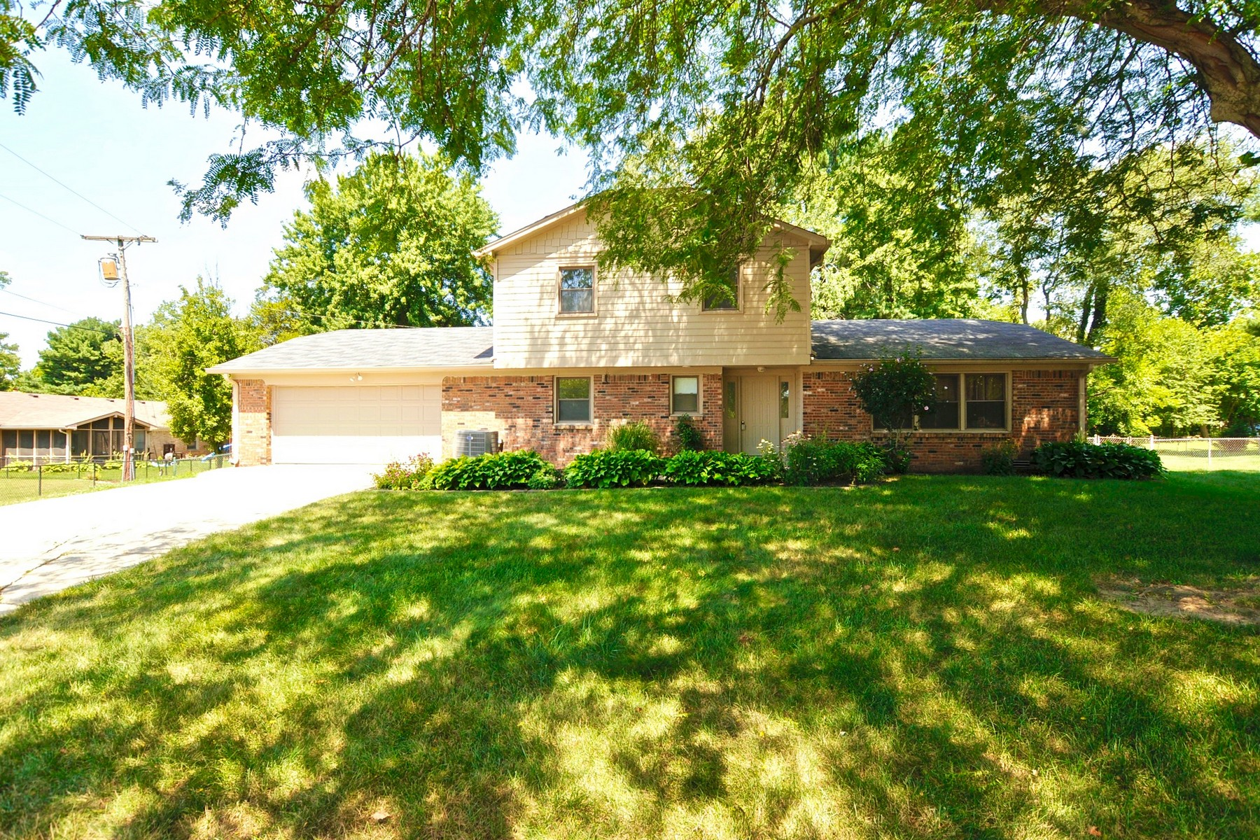 Single Family Homes للـ Sale في Cul-de-Sac Location 93 Thornberry Court, Carmel, Indiana 46032 United States