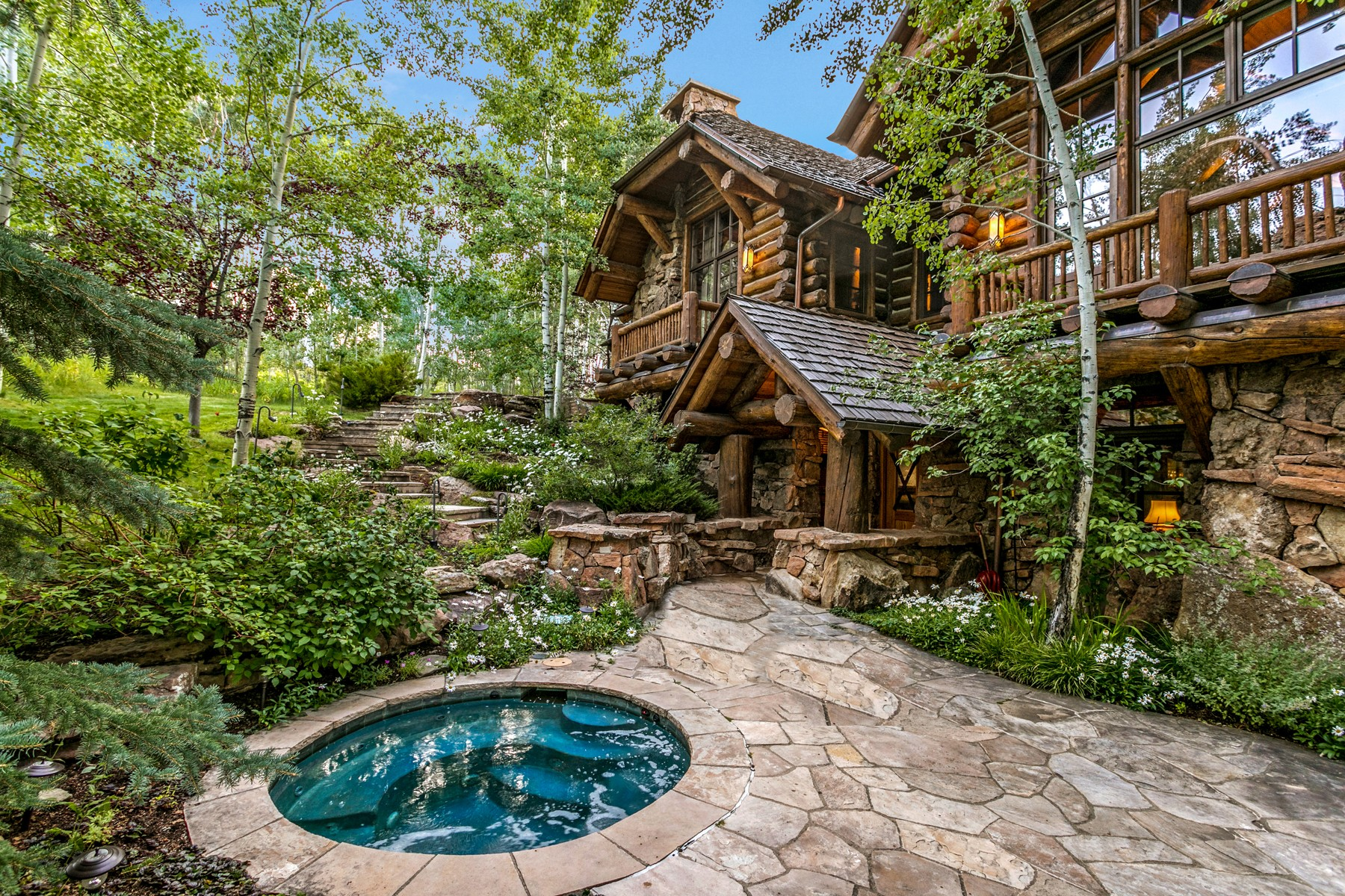 Additional photo for property listing at Private Ski-in/Ski-out 6-bedroom/6.5-bath Custom Log Home 2291 Daybreak Ridge Beaver Creek, Colorado 81620 United States