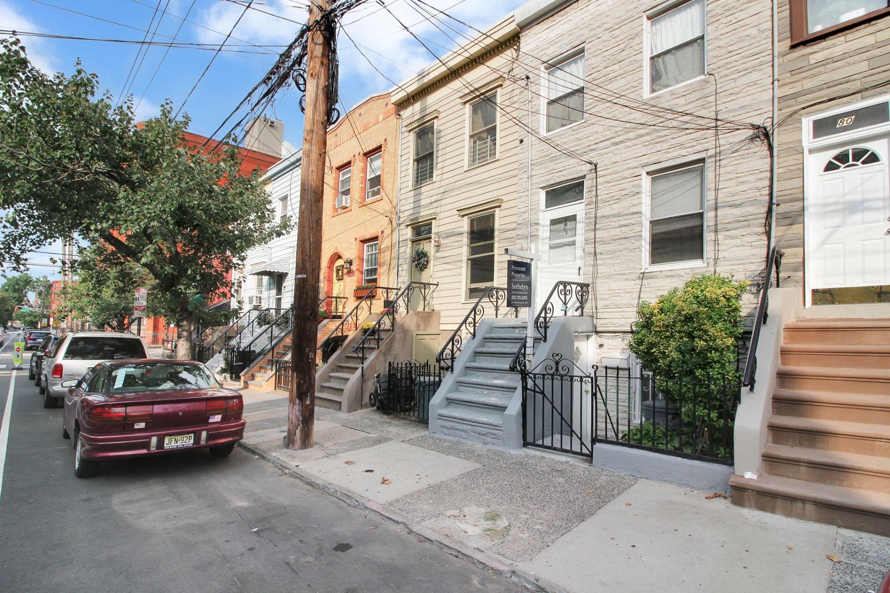 Casa Unifamiliar por un Venta en Location, location, location! 80.5 Erie St Jersey City, Nueva Jersey 07302 Estados Unidos