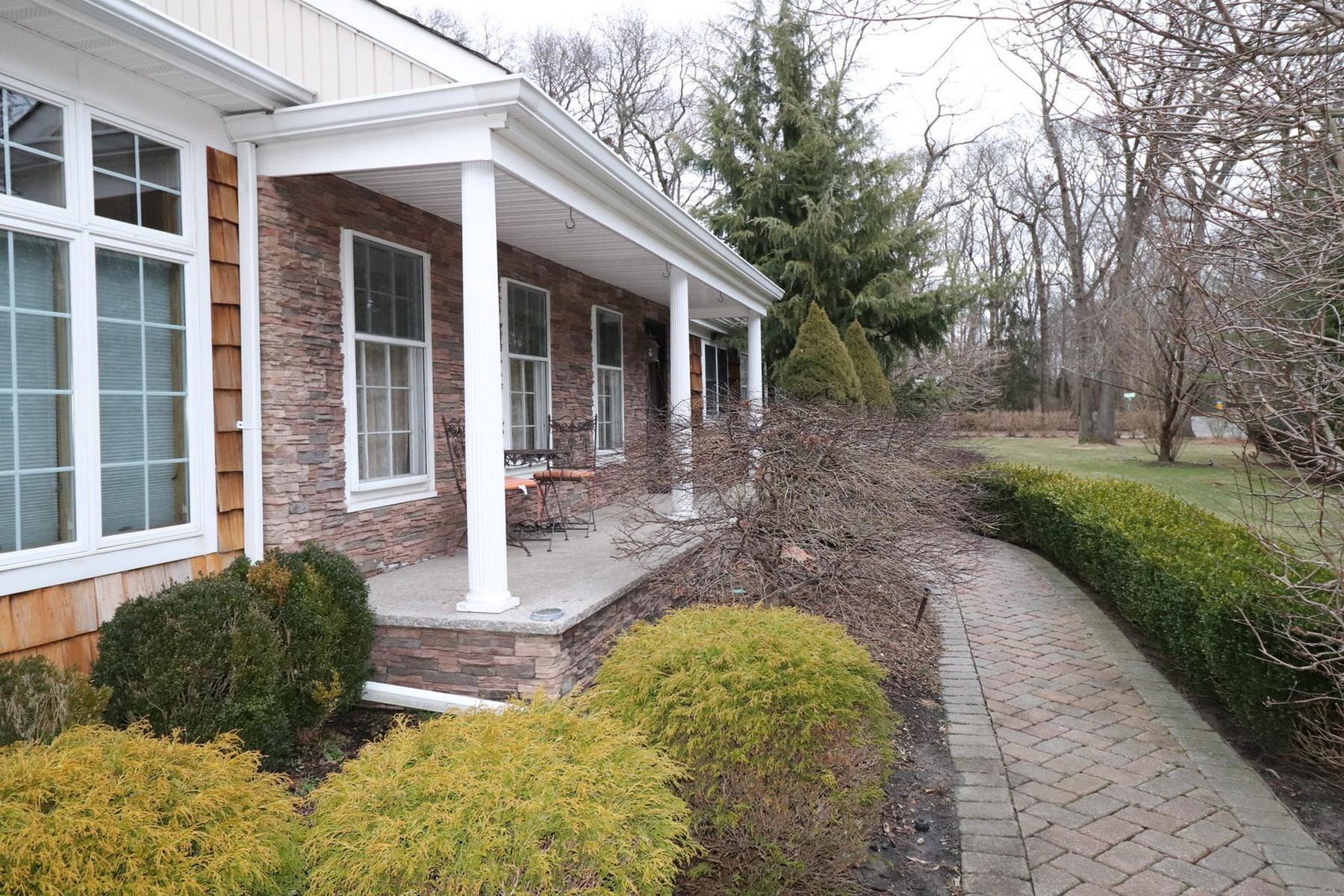 Single Family Homes 為 出售 在 5 Oakfield Rd , St. James, NY 11780 5 Oakfield Rd, St. James, 纽约 11780 美國