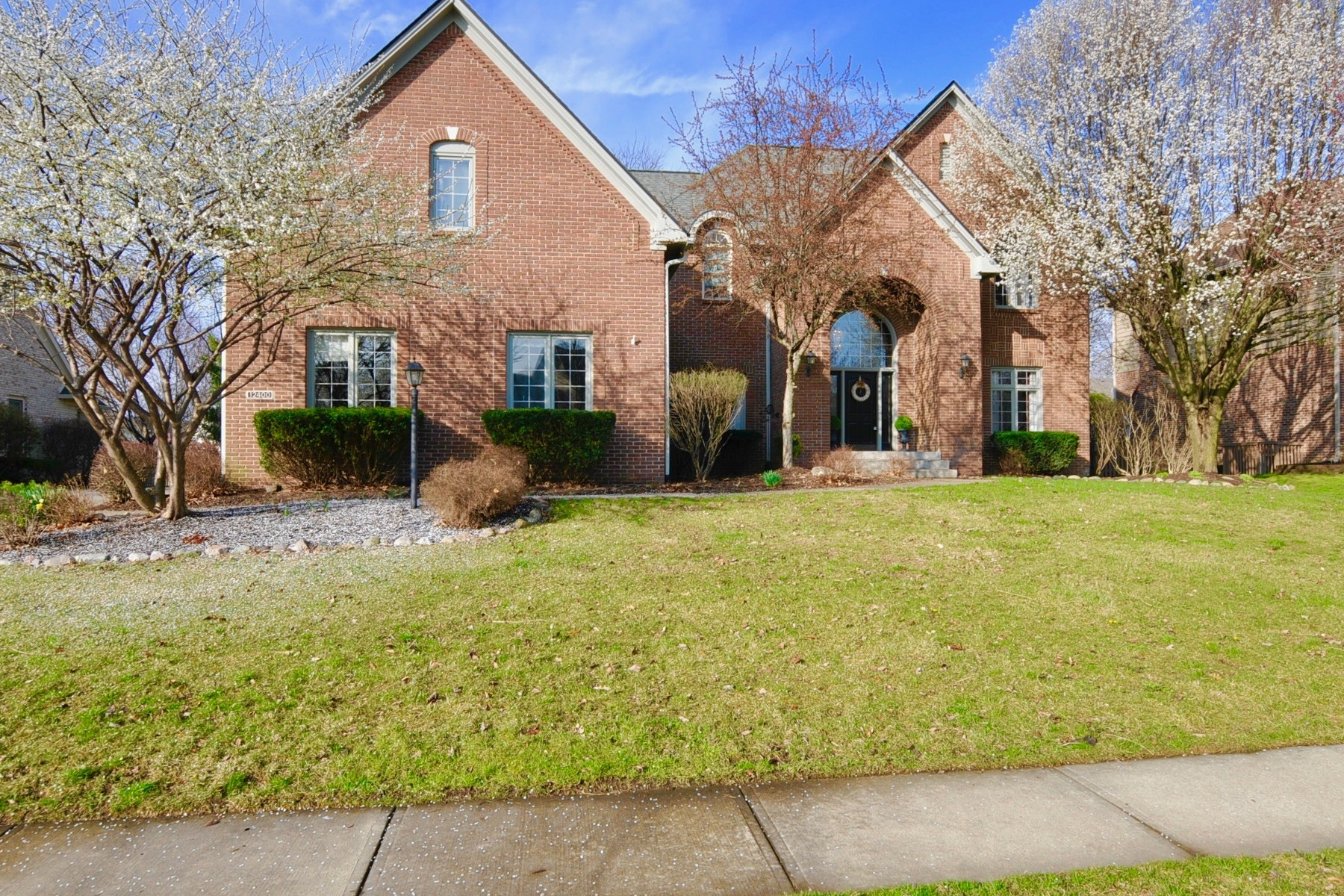 Single Family Home for Sale at Graceful and Classic Bayhill Home 12400 Pebblepointe Pass Carmel, Indiana 46033 United States