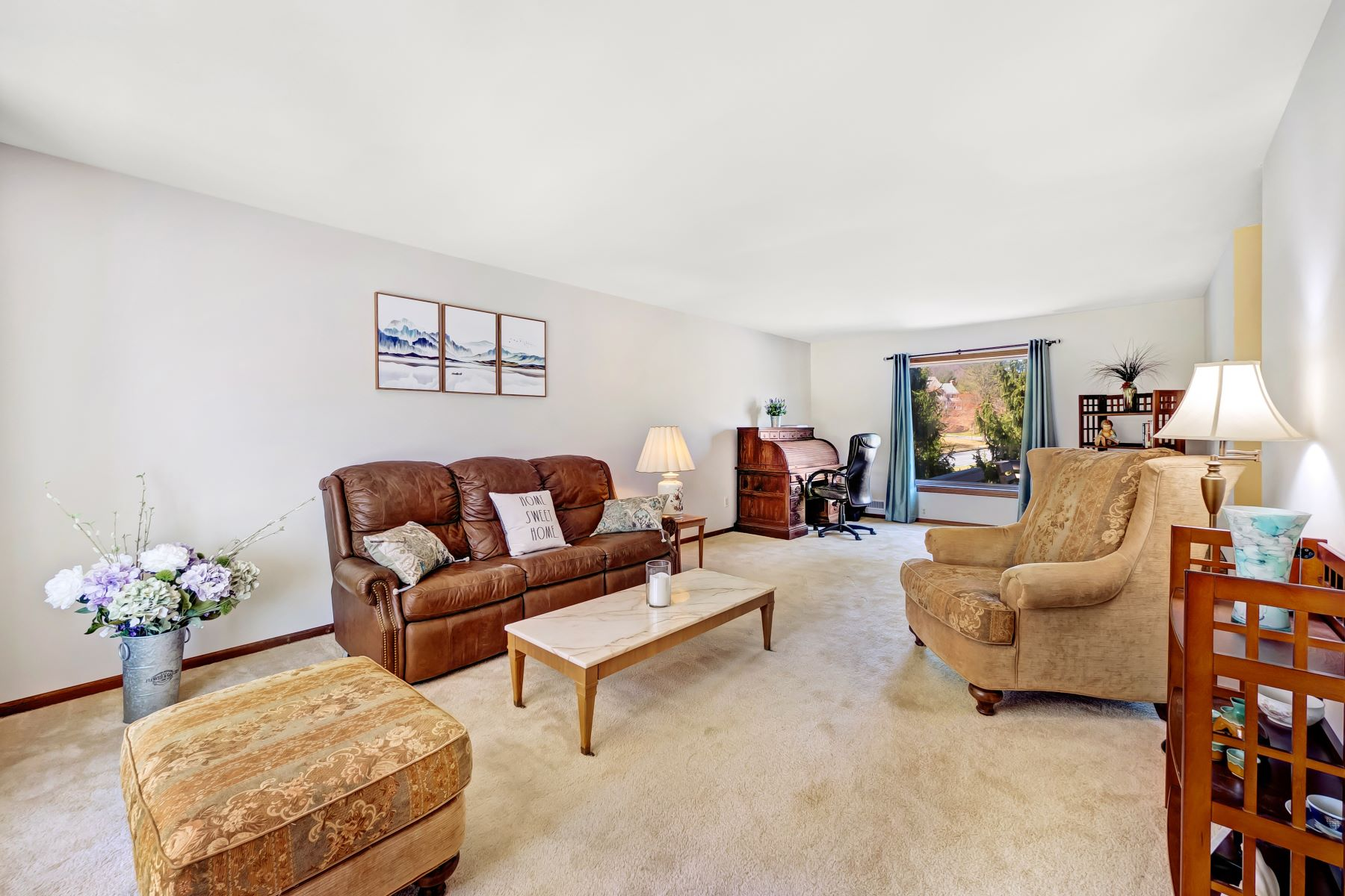 Additional photo for property listing at Meticulous Colonial 7 Knoll Court, Raritan Township, 新泽西州 08822 美国