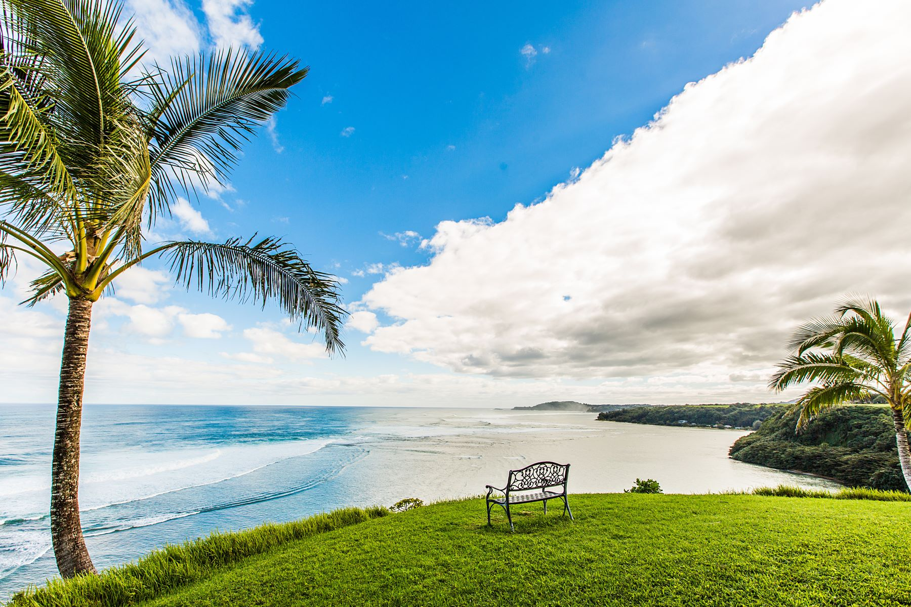 共管式独立产权公寓 为 销售 在 Ocean Views from this Two Bedroom, Two Bath Condominium on Kauai 3700 Kamehameha Road #D7, 普林斯维尔, 夏威夷, 96722 美国