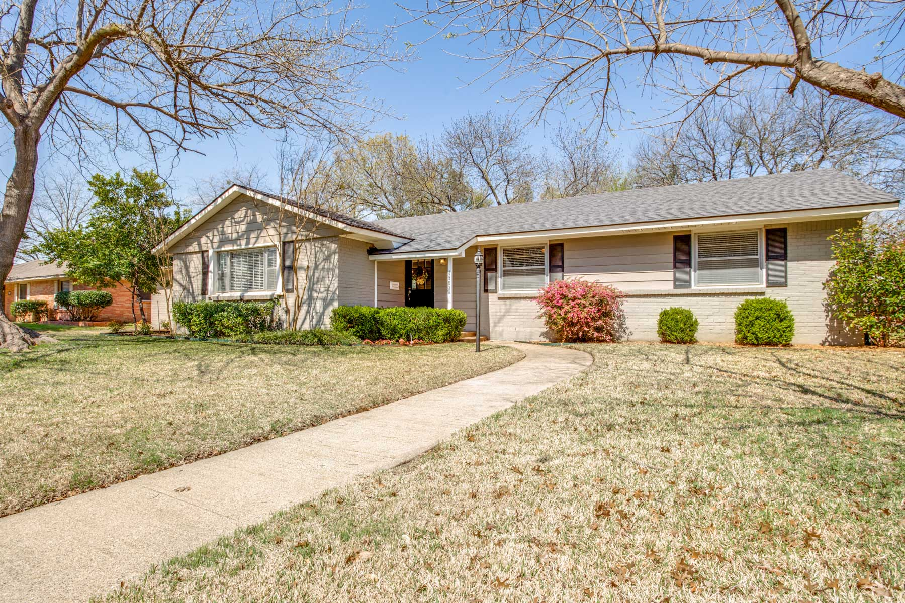 Single Family Home for Sale at Charming Transitional in Highland North 3563 Merrell Road, Dallas, Texas, 75229 United States
