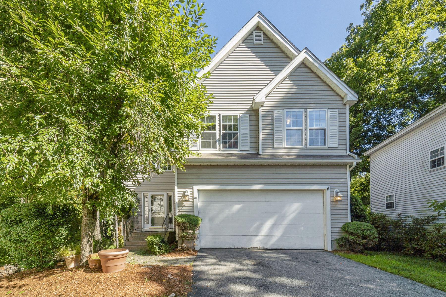 Condominiums for Sale at 10 Rose Pt 10 Marlborough, Massachusetts 01752 United States