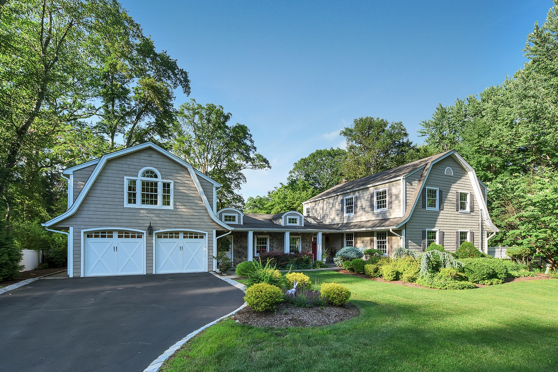 Single Family Homes for Sale at Charming Cul De Sac Colonial 428 Kelly Court Wyckoff, New Jersey 07481 United States