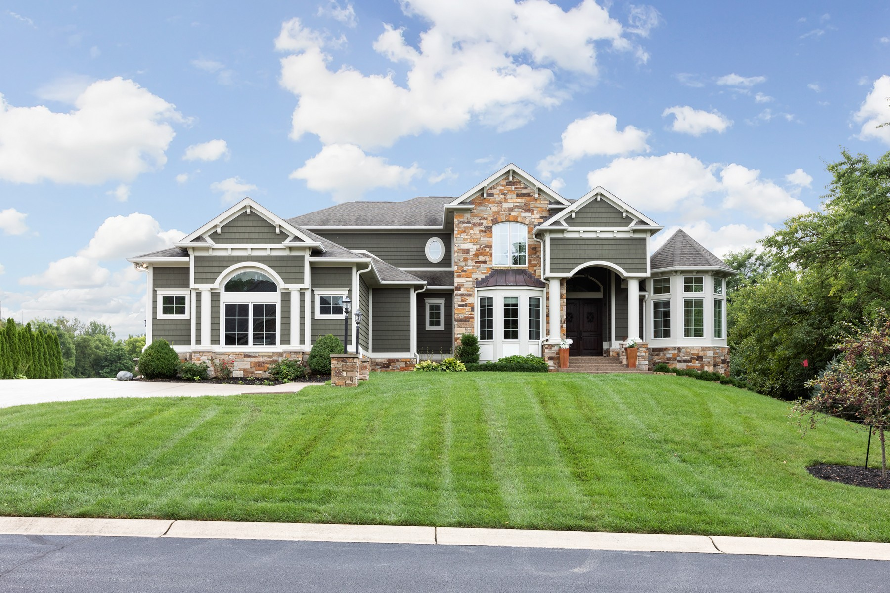 Single Family Homes for Active at 1 Acre Lot with Gorgeous Pond Views 2521 Live Oak Lane Westfield, Indiana 46074 United States