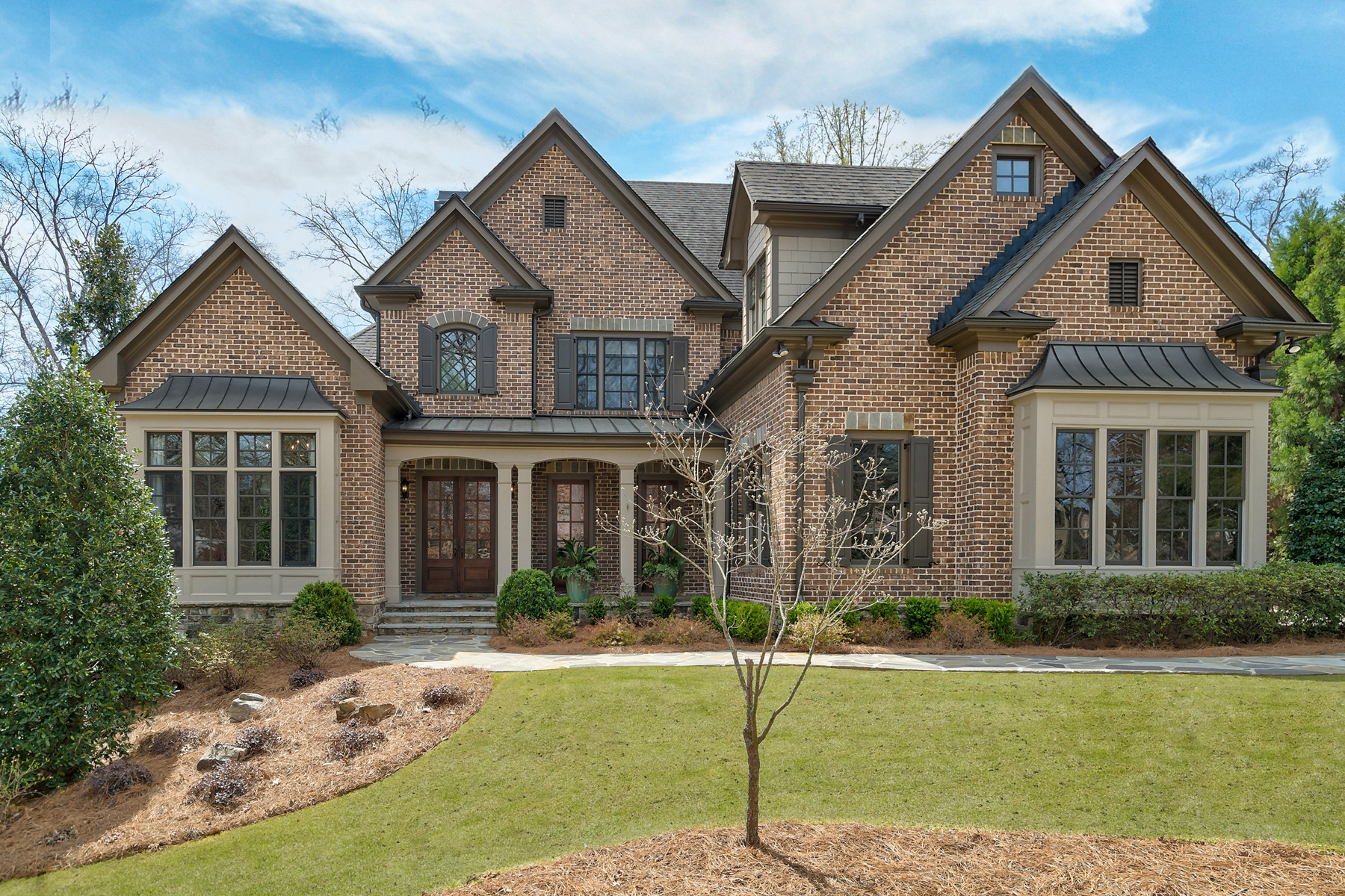 Single Family Homes のために 売買 アット Fantastic Active Lifestyle Brookhaven Home...Move In and Start Living 1591 Windsor Parkway NE, Brookhaven, ジョージア 30319 アメリカ