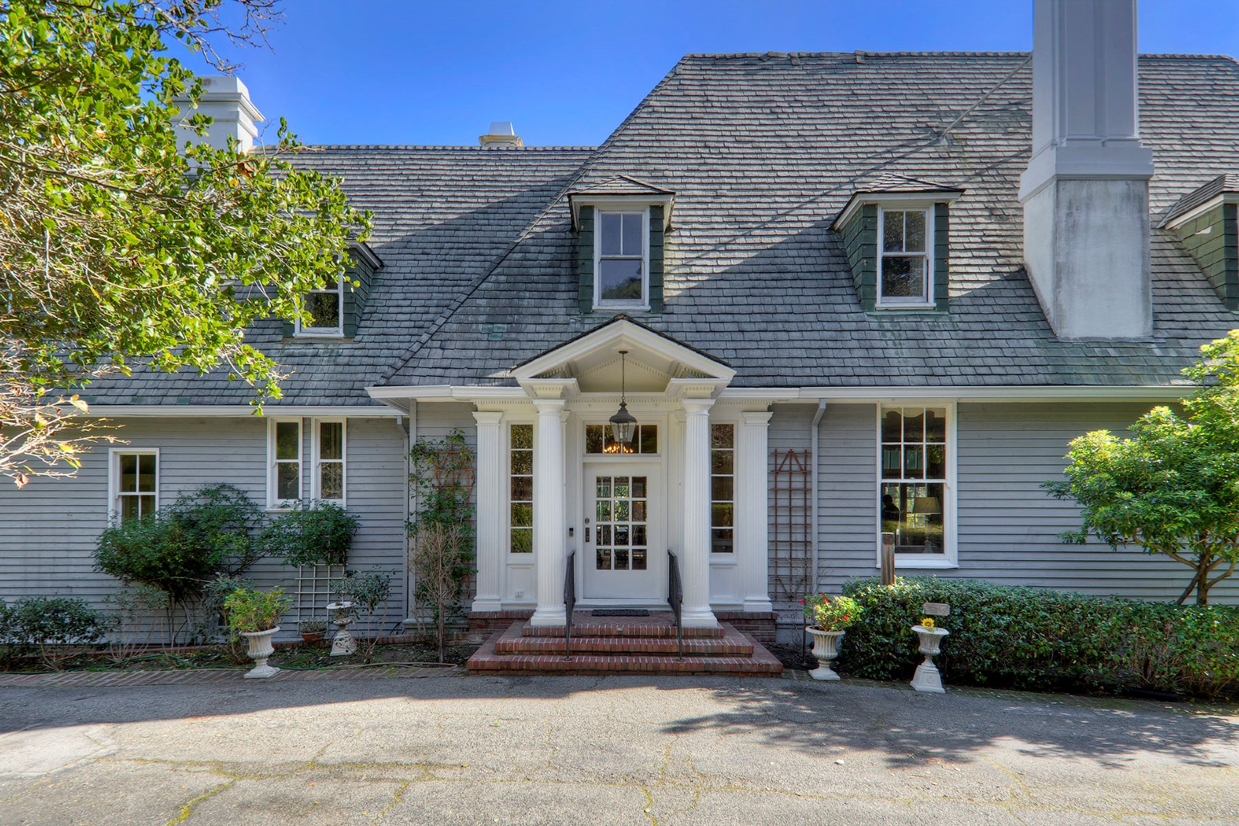Single Family Homes por un Venta en A Grand Dame in Farm Hill Estates 910 Nob Hill Road Redwood City, California 94061 Estados Unidos