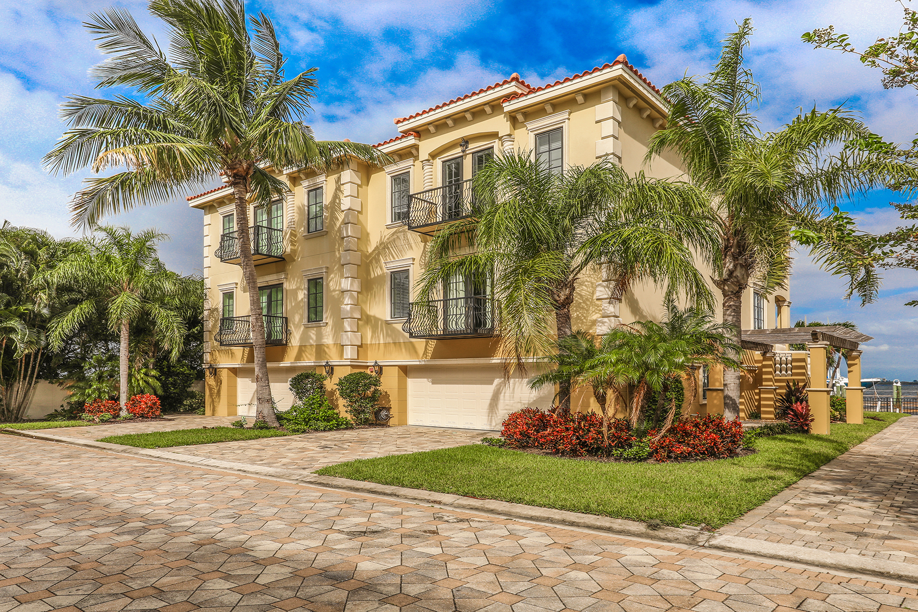 townhouses for Sale at VILLAS OF HOLMES BEACH 214 52nd St Holmes Beach, Florida 34217 United States