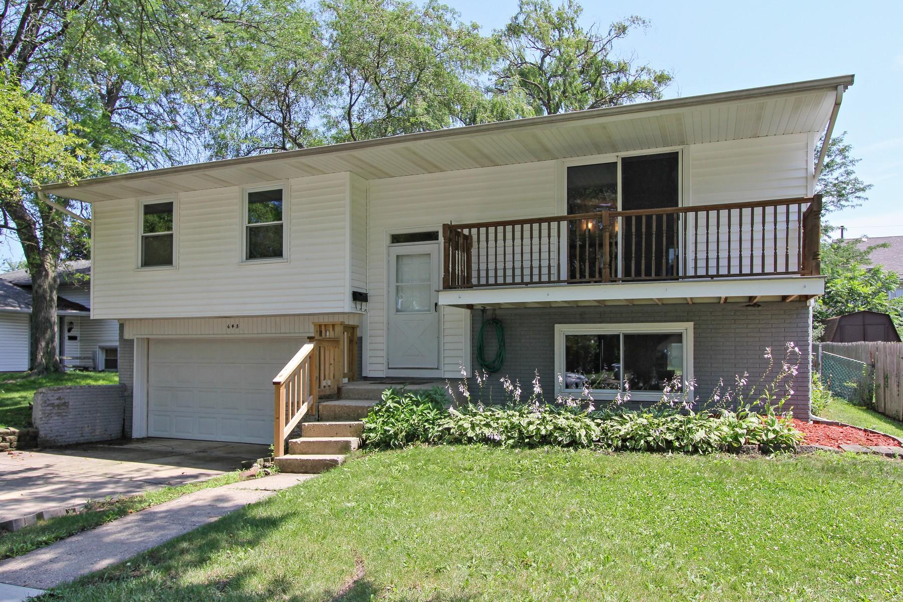 Maison unifamiliale pour l Vente à Beautiful Home on Tree-Lined Street 645 Thornwood Drive Buffalo Grove, Illinois, 60089 États-Unis
