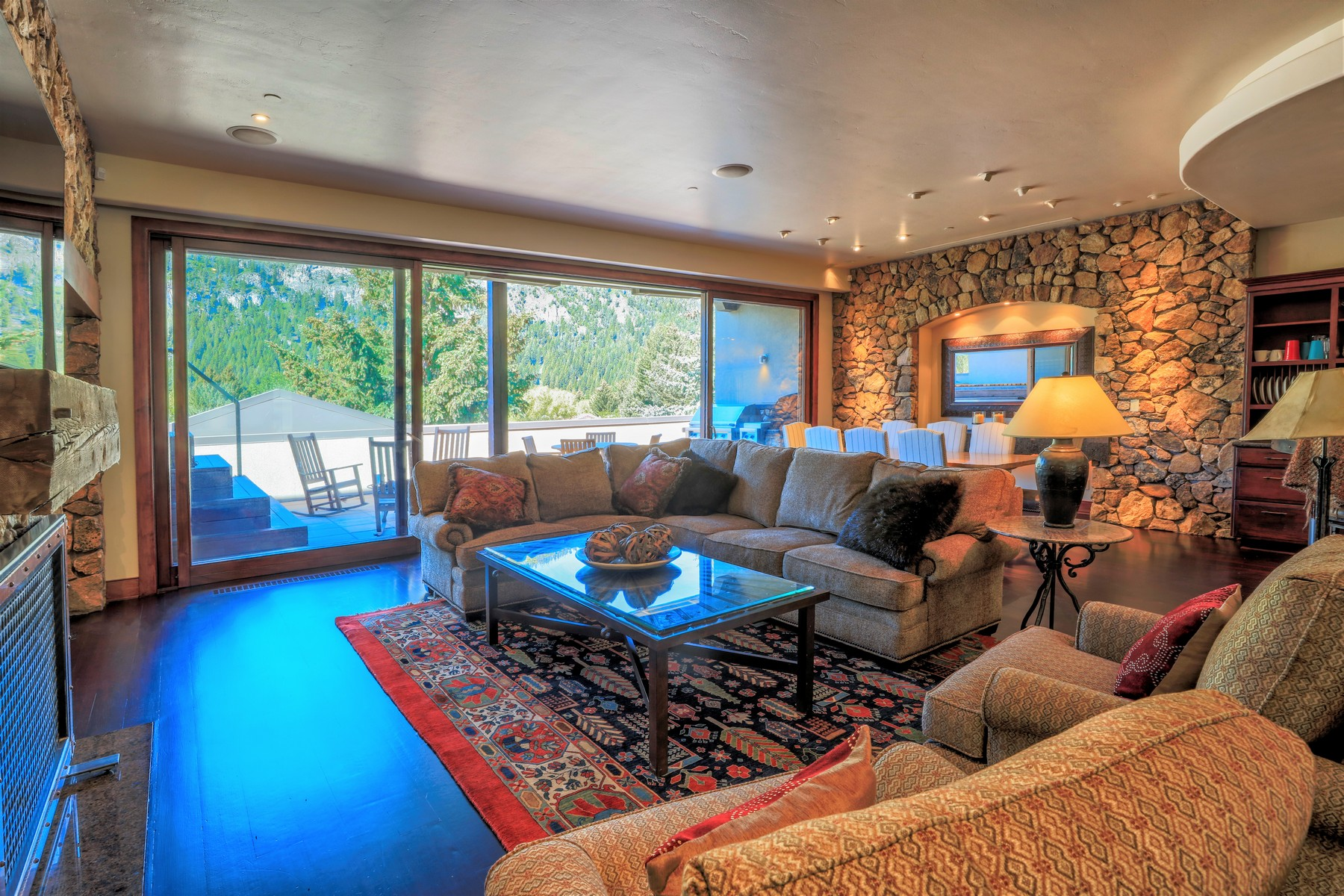 Additional photo for property listing at Elevating Expectations 120 N. 2nd Ave 301 Ketchum, Idaho 83340 États-Unis