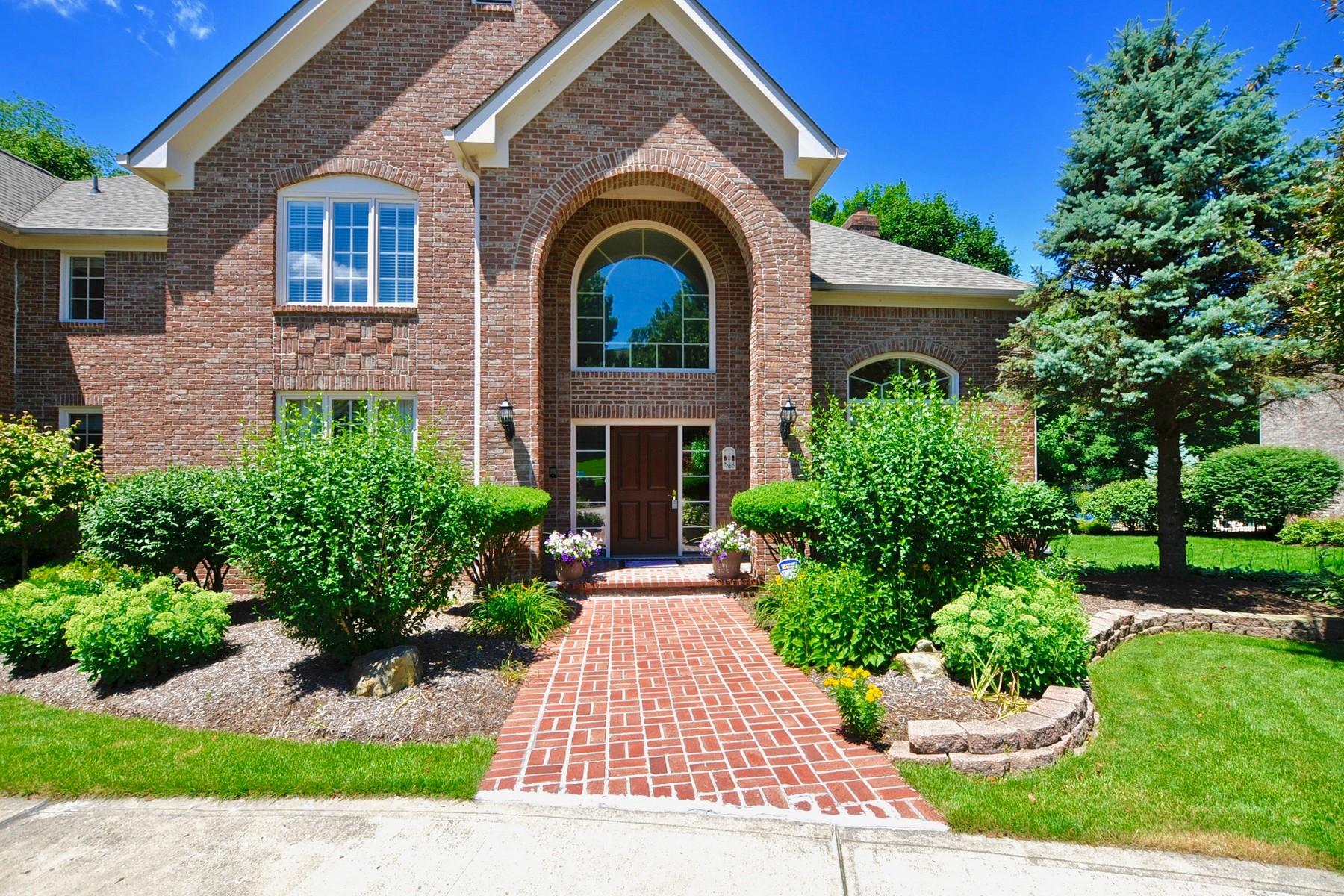 Moradia para Venda às Classic Waterstone Home 12024 Windpointe Pass Carmel, Indiana, 46033 Estados Unidos