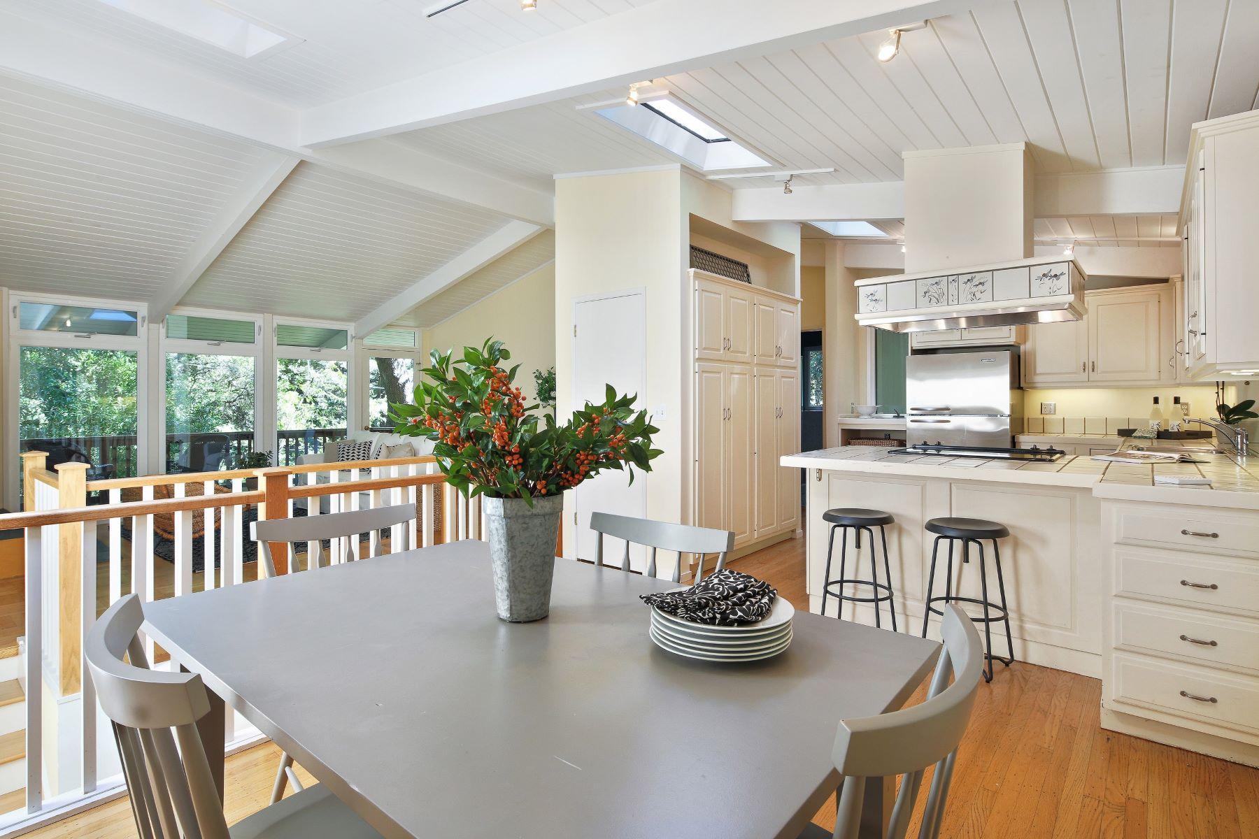 واحد منزل الأسرة للـ Sale في Quintessential Larkspur 41 Piedmont Court Larkspur, California 94939 United States