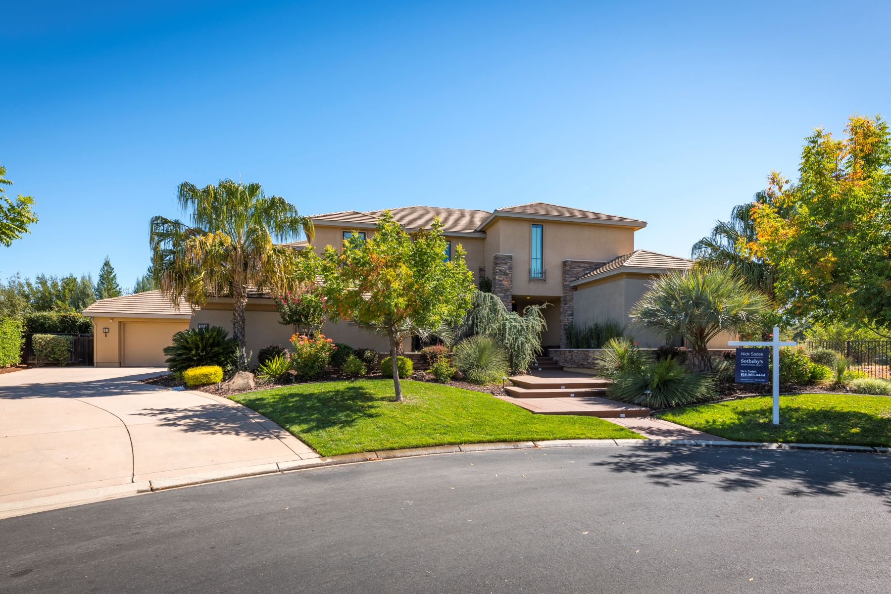Single Family Home for Active at 3929 Creekstone Court, Roseville CA 95747 3929 Creekstone Court Roseville, California 95747 United States