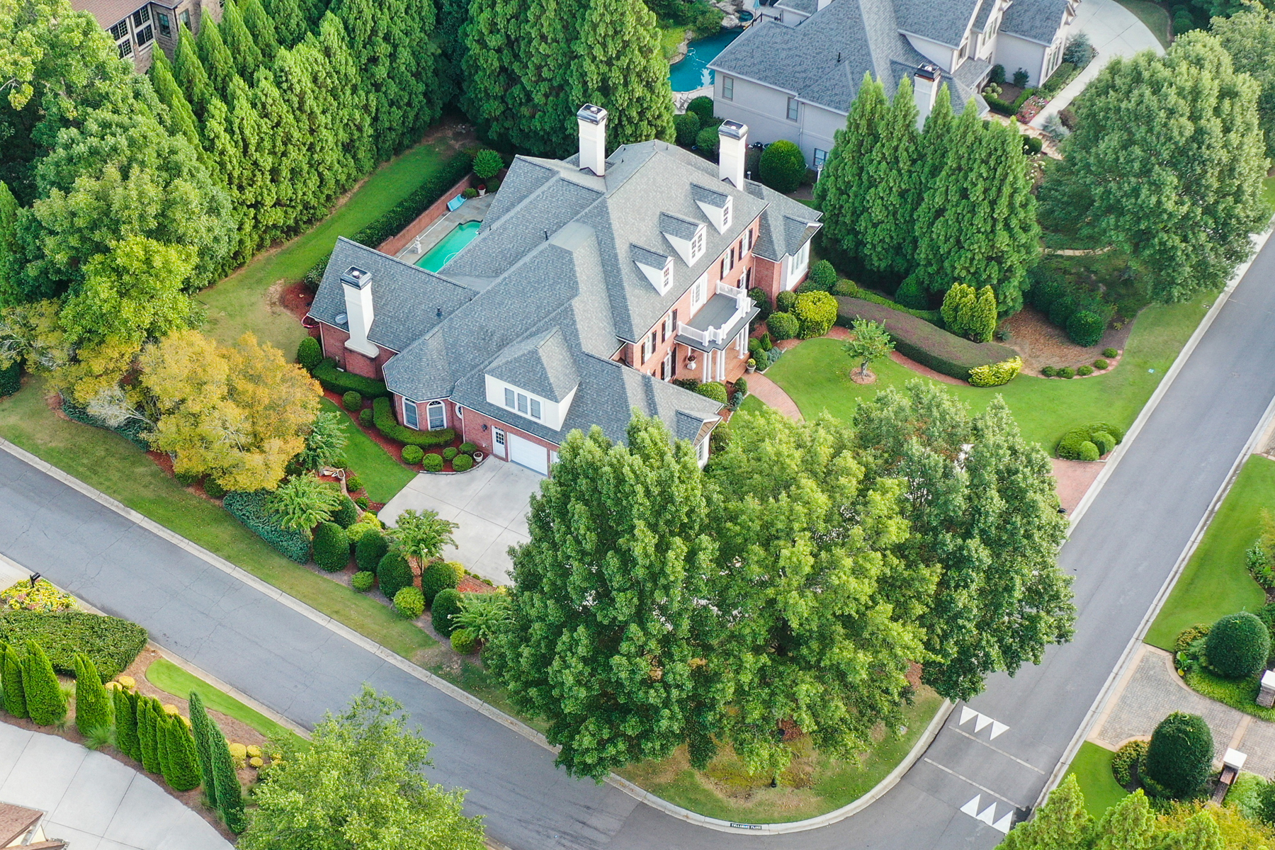 Single Family Homes voor Verkoop op Exceptional Country Club Of The South Estate Home 1021 Cherbury Lane, Johns Creek, Georgië 30022 Verenigde Staten