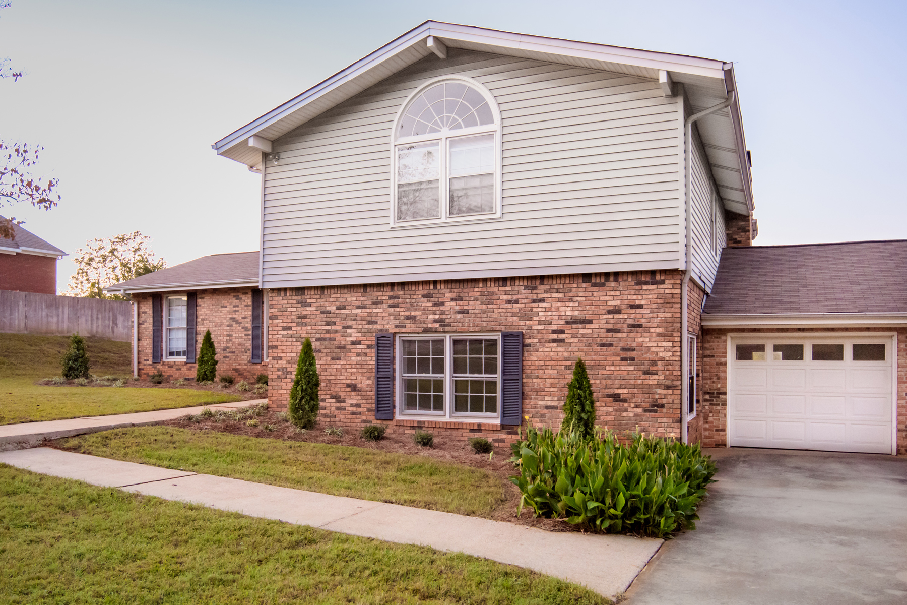 独户住宅 为 销售 在 Spacious Home On Nearly One Acre 179 Moores Drive, Dahlonega, 乔治亚州, 30533 美国