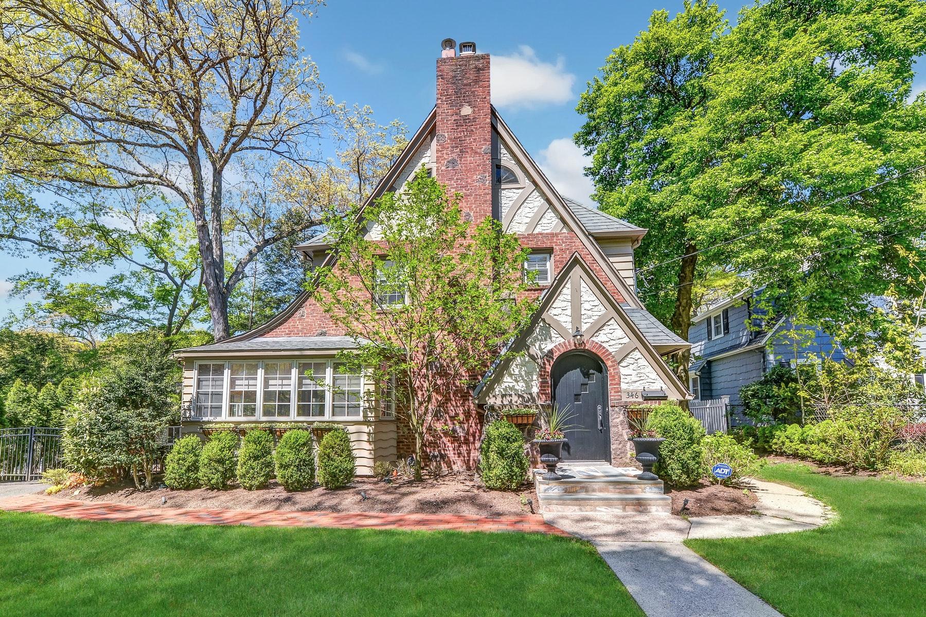 Property 为 销售 在 Beautiful Ridgewood Tudor 346 N. Monroe Street, 里奇伍德, 新泽西州 07450 美国