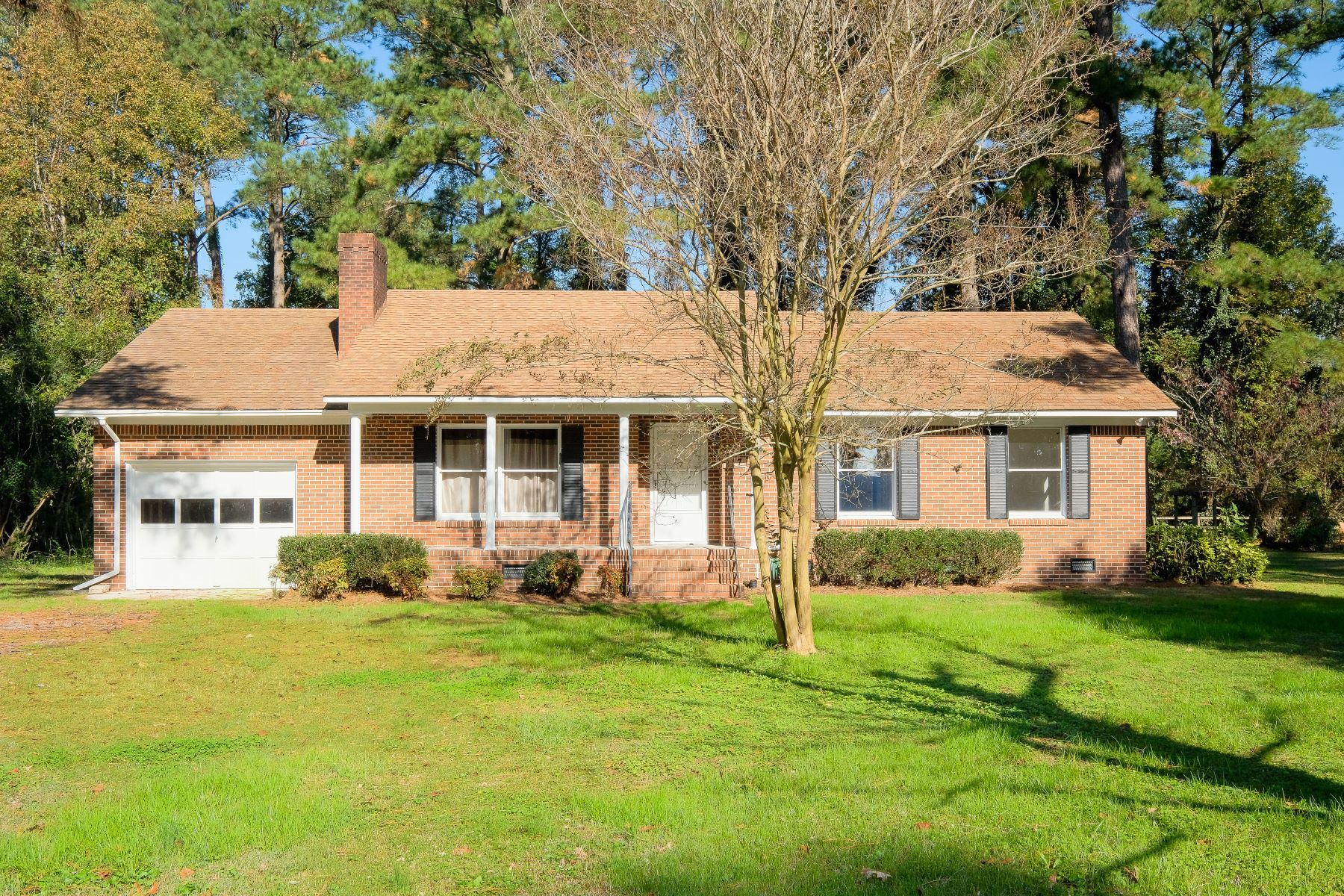 واحد منزل الأسرة للـ Sale في BRICK RANCH 117 Country Club Dr, Edenton, North Carolina, 27932 United States