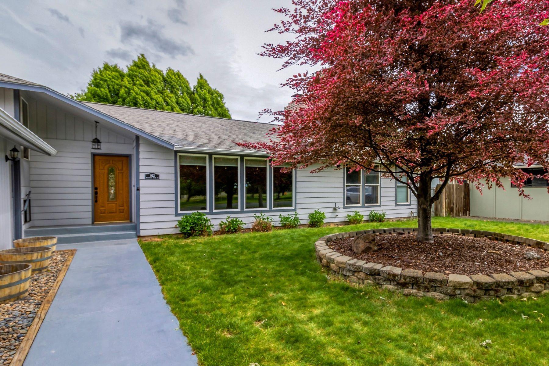 Single Family Homes vì Bán tại Spacious contemporary facing park 922 Mountain Park Drive, Walla Walla, Washington 99362 Hoa Kỳ