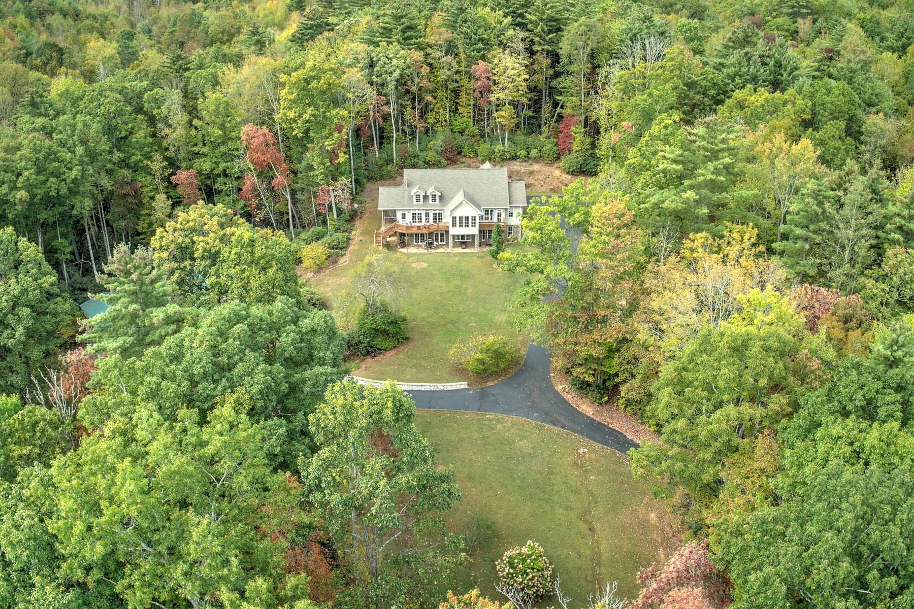 Single Family Homes pour l Vente à Secluded Mountain Retreat 199 Stonebridge Lane, Mountain City, Tennessee 37683 États-Unis