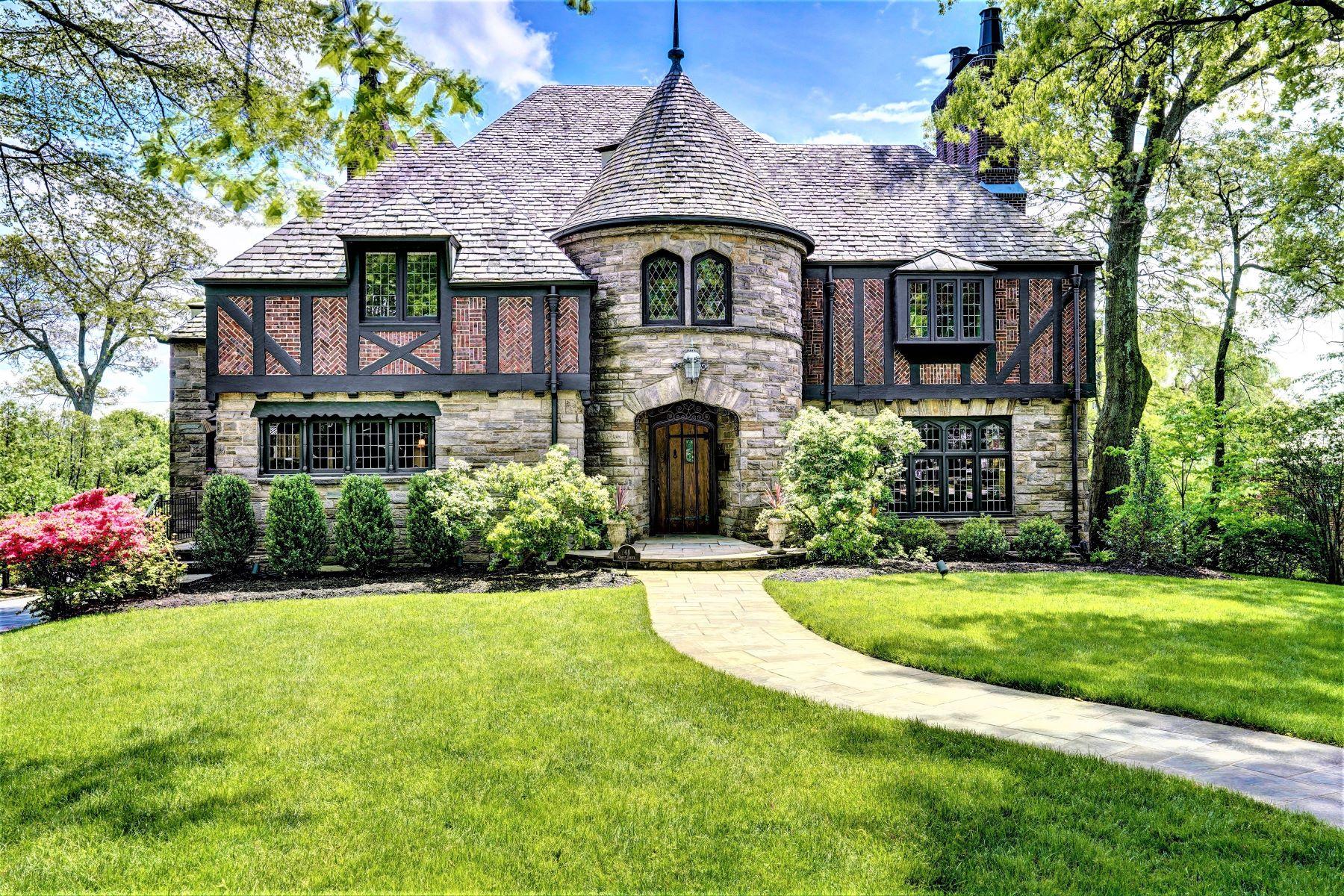 Single Family Homes para Venda às Iconic Tudor 48 Crest Drive, South Orange, Nova Jersey 07079 Estados Unidos