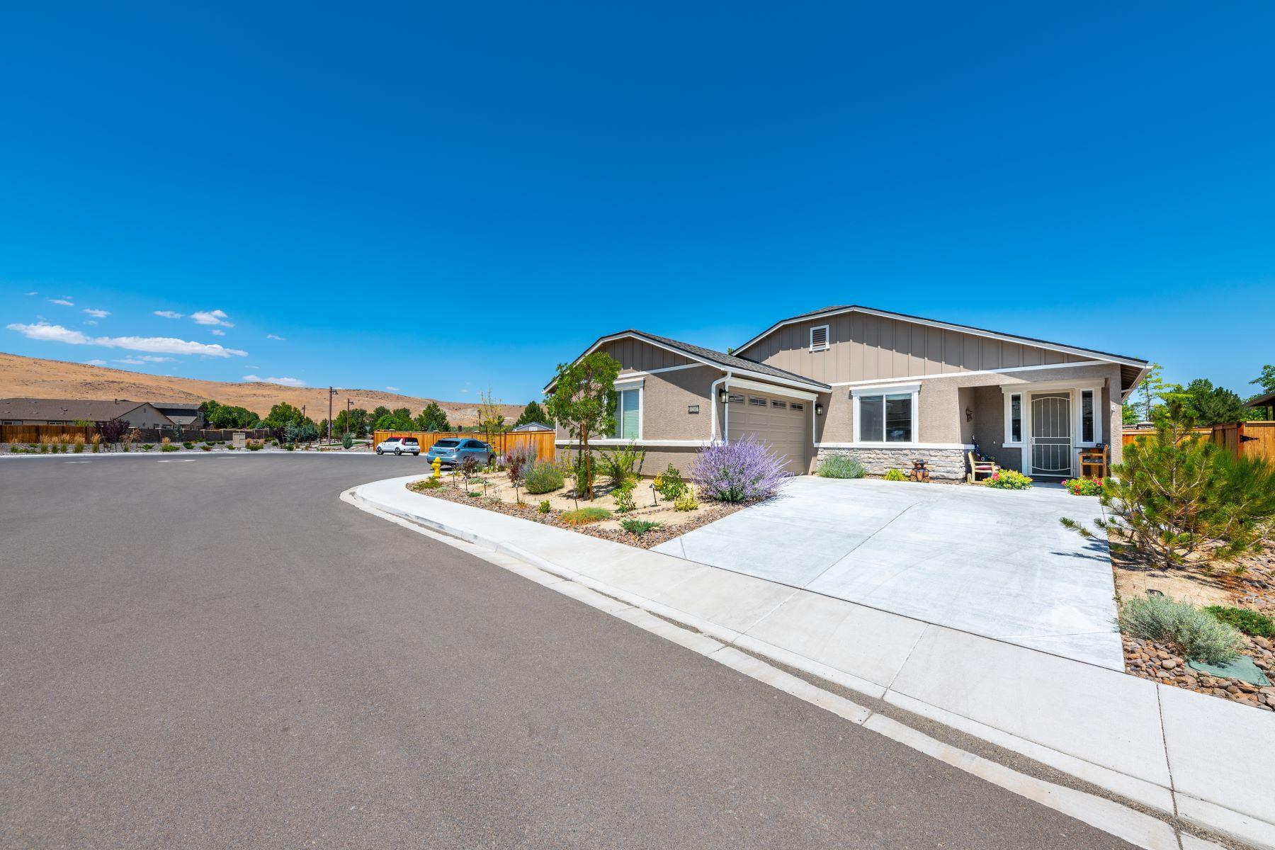 Single Family Homes для того Продажа на Four Bedroom Kiley Ranch Home 1207 Silver Coyote Drive, Sparks, Невада 89436 Соединенные Штаты