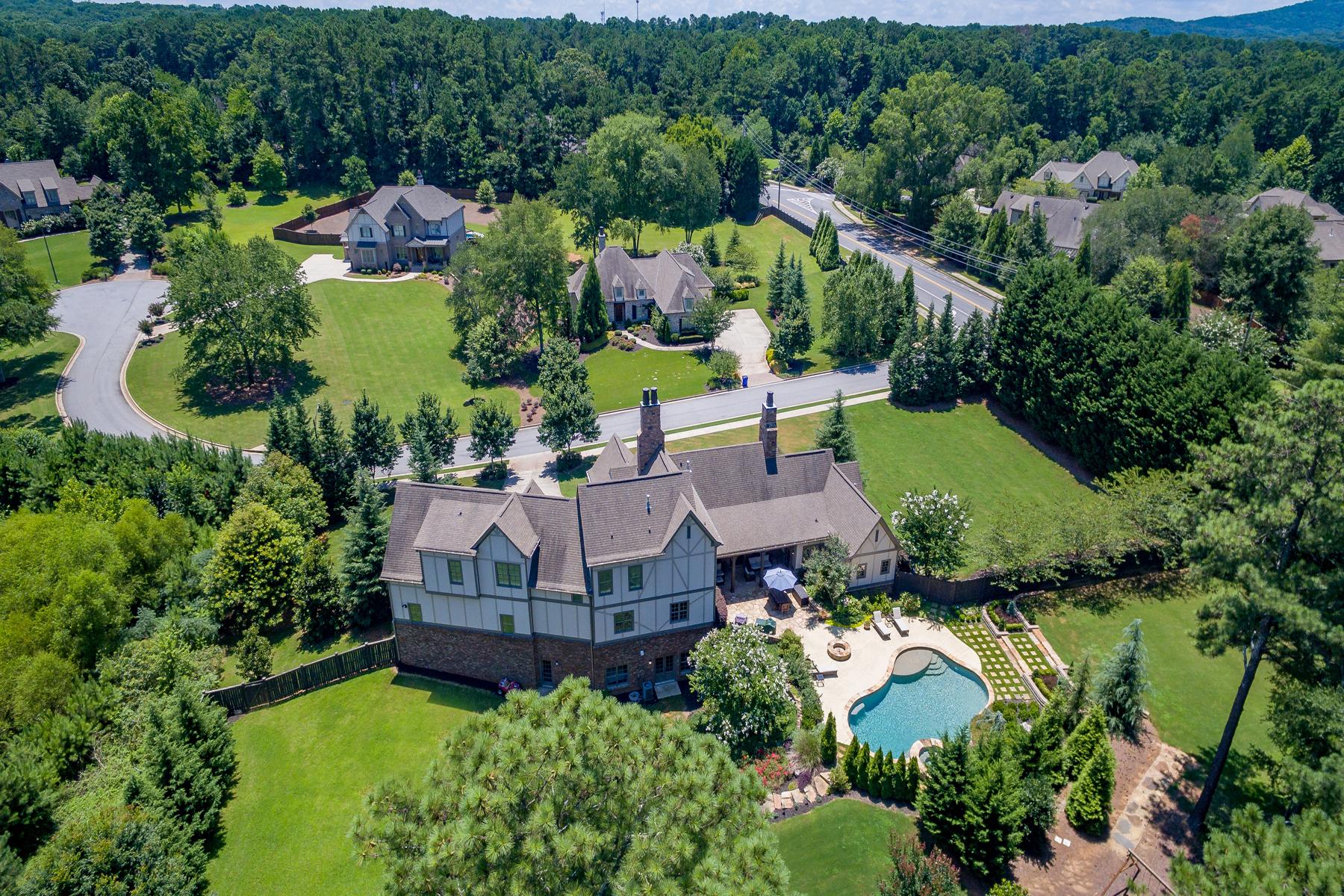 Casa para uma família para Venda às Captivating French Country Estate on 1.2 +/- Acres with Walk-Out Backyard 4040 Southdown Lane NW Kennesaw, Geórgia, 30152 Estados Unidos