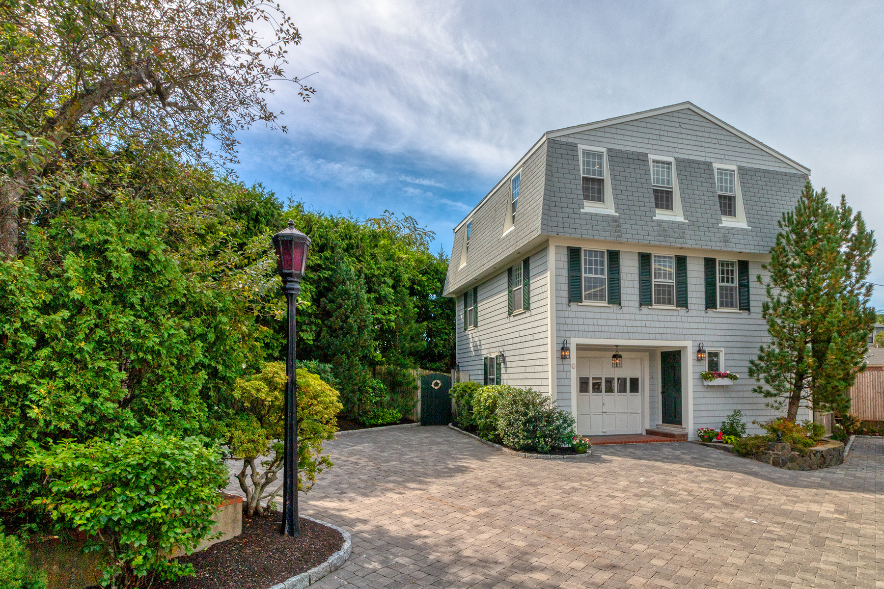 Single Family Homes por un Venta en Stunning Views of Marblehead Harbor 1 Fort Beach Way Marblehead, Massachusetts 01945 Estados Unidos