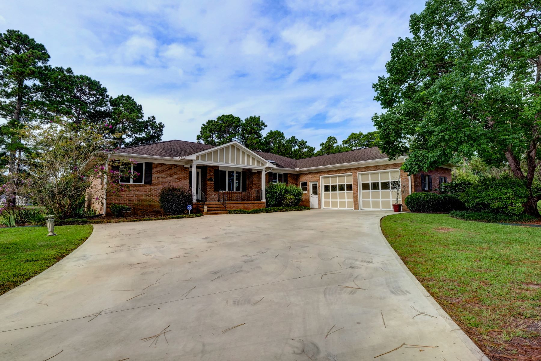 Single Family Home for Active at Beautifully Updated Golf Course Home 214 Long Leaf Drive Hampstead, North Carolina 28443 United States