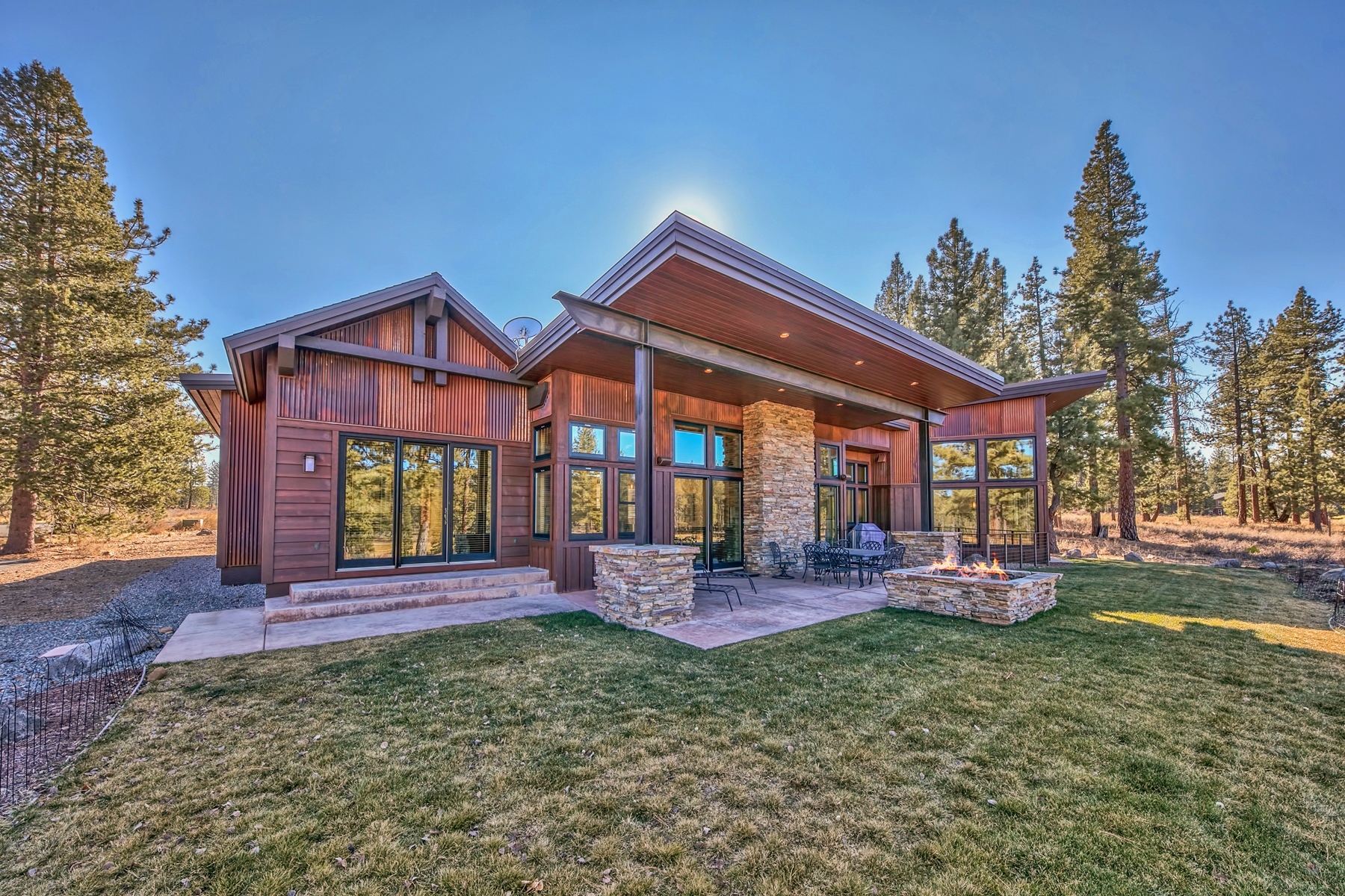 Additional photo for property listing at 11667 Henness Road, Truckee Ca 96161 11667 Henness Road Truckee, California 96161 United States