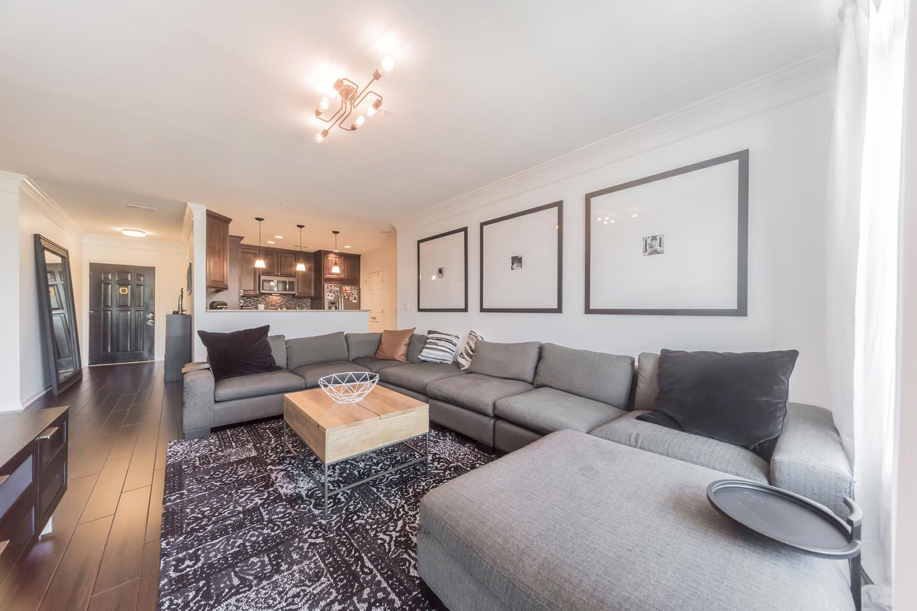 Single Family Homes のために 売買 アット Contemporary Modern Designed Condo At Meridian Buckhead 3334 Peachtree Road NE Unit 606, Atlanta, ジョージア 30326 アメリカ