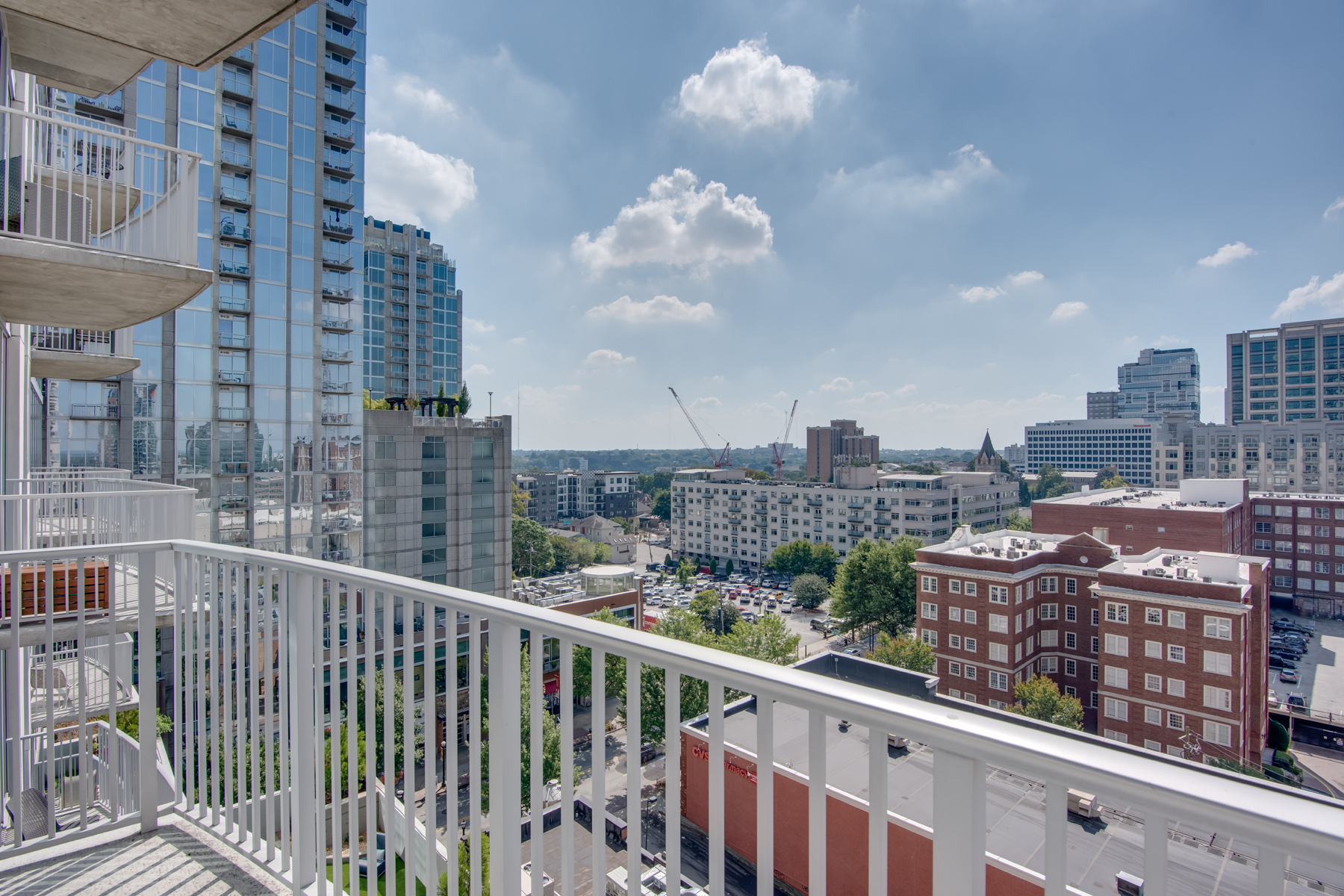 Additional photo for property listing at Stylish One Bedroom Midtown Condo With Amazing View 860 Peachtree Street NE No. 1008 Atlanta, Georgia 30308 United States